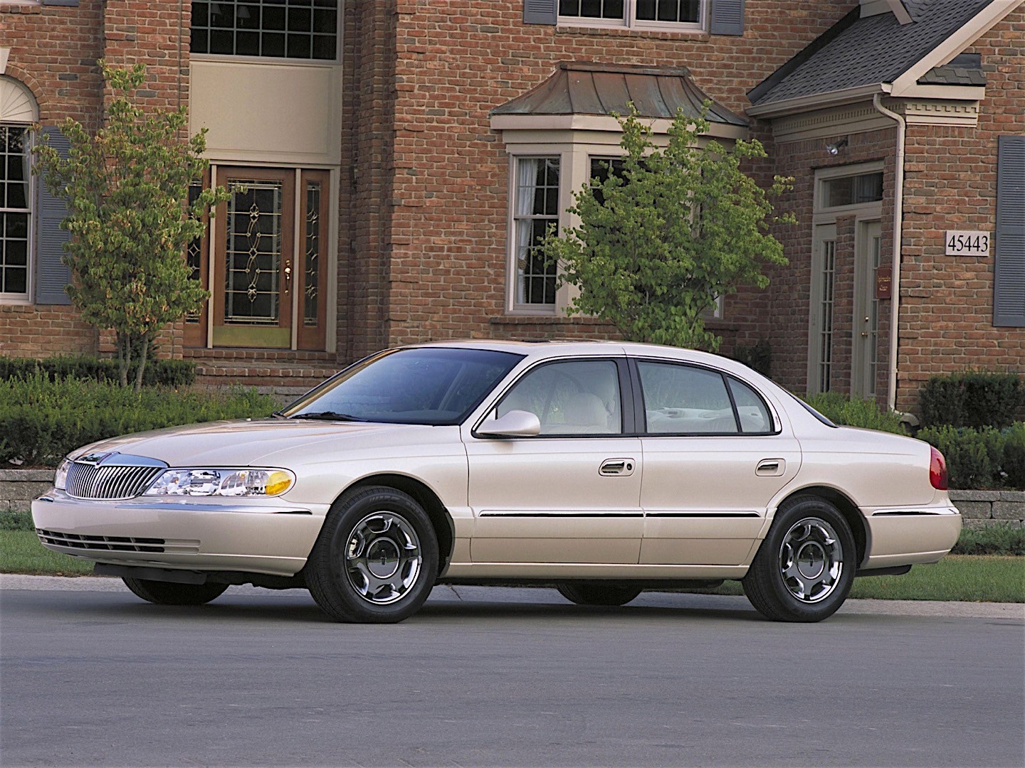 Lincoln Continental on 2002 Lincoln Navigator