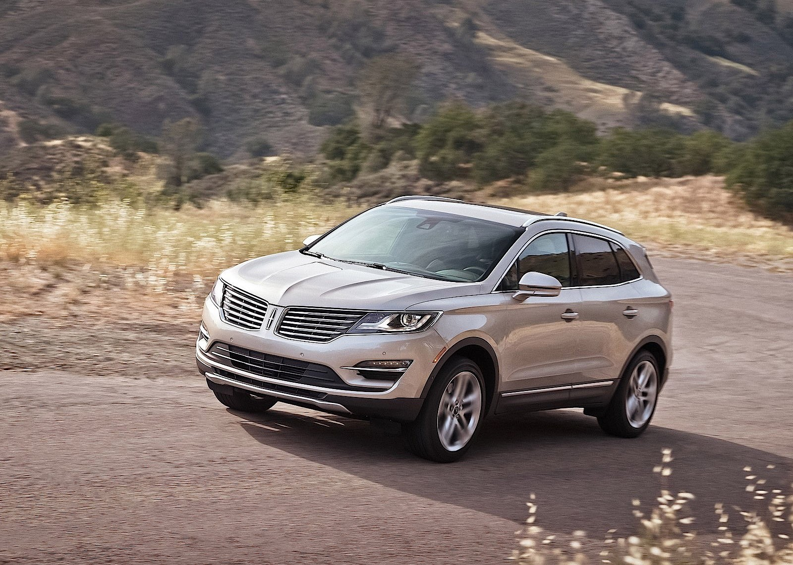 lincoln mkc specs 2014 2015 2016 2017 2018 autoevolution. Black Bedroom Furniture Sets. Home Design Ideas