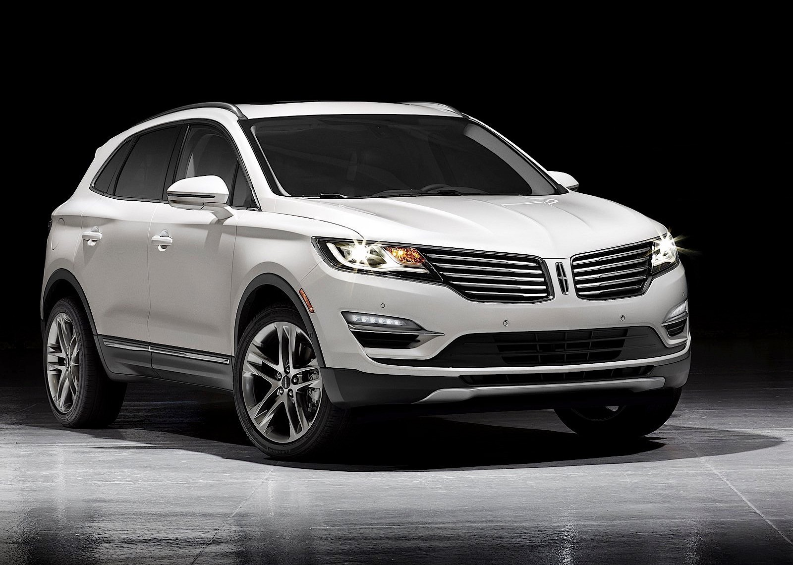 lincoln mkc specs 2014 2015 2016 2017 autoevolution. Black Bedroom Furniture Sets. Home Design Ideas