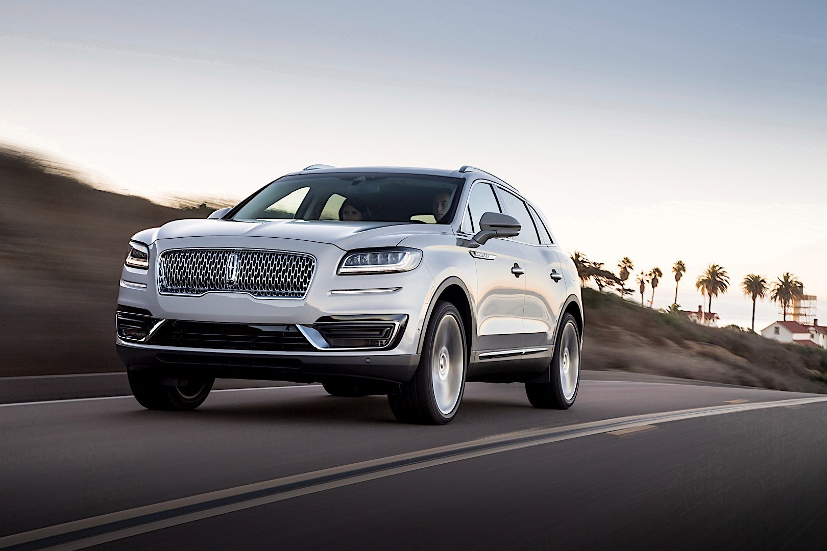 LINCOLN Nautilus specs & photos - 2018, 2019 - autoevolution