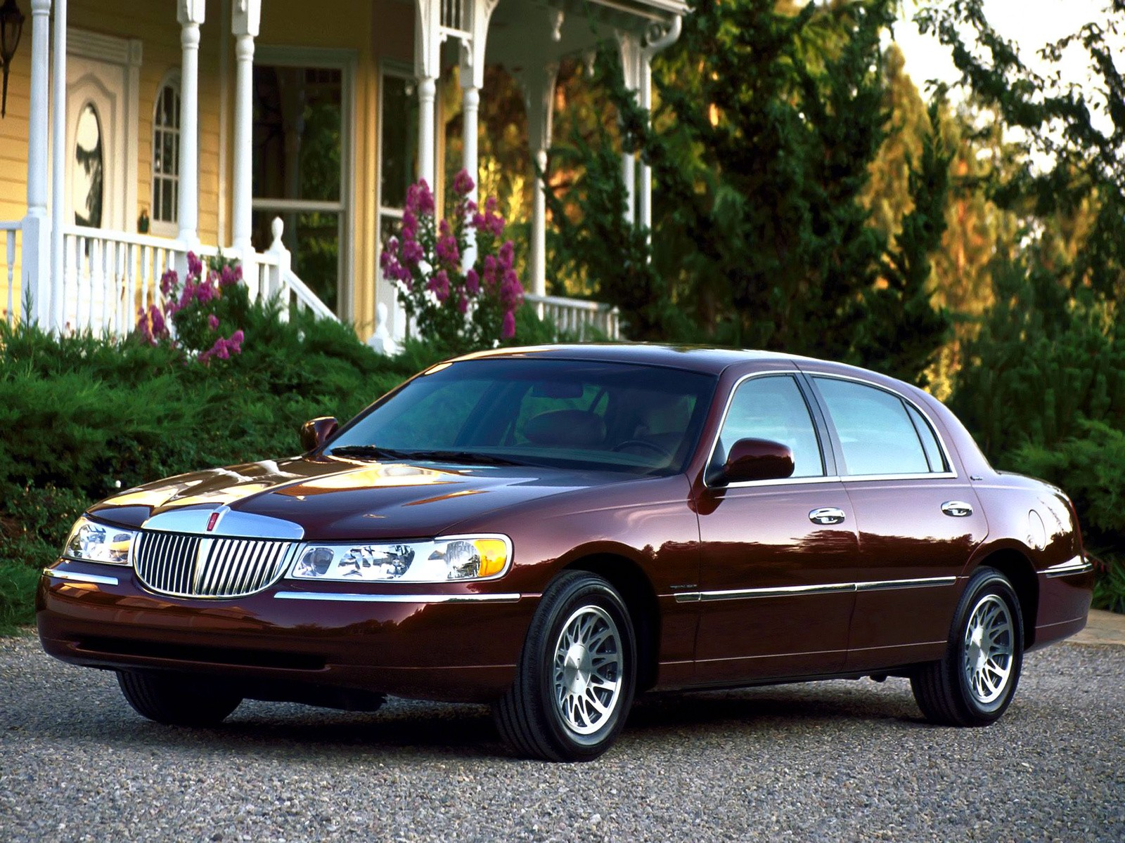 lincoln town car specs photos 2007 2008 2009 2010 2011 autoevolution. Black Bedroom Furniture Sets. Home Design Ideas