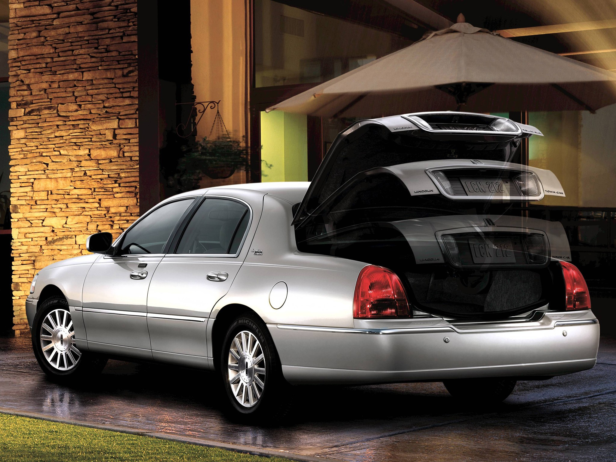 LINCOLN Town Car specs & photos - 2007, 2008, 2009, 2010 ...