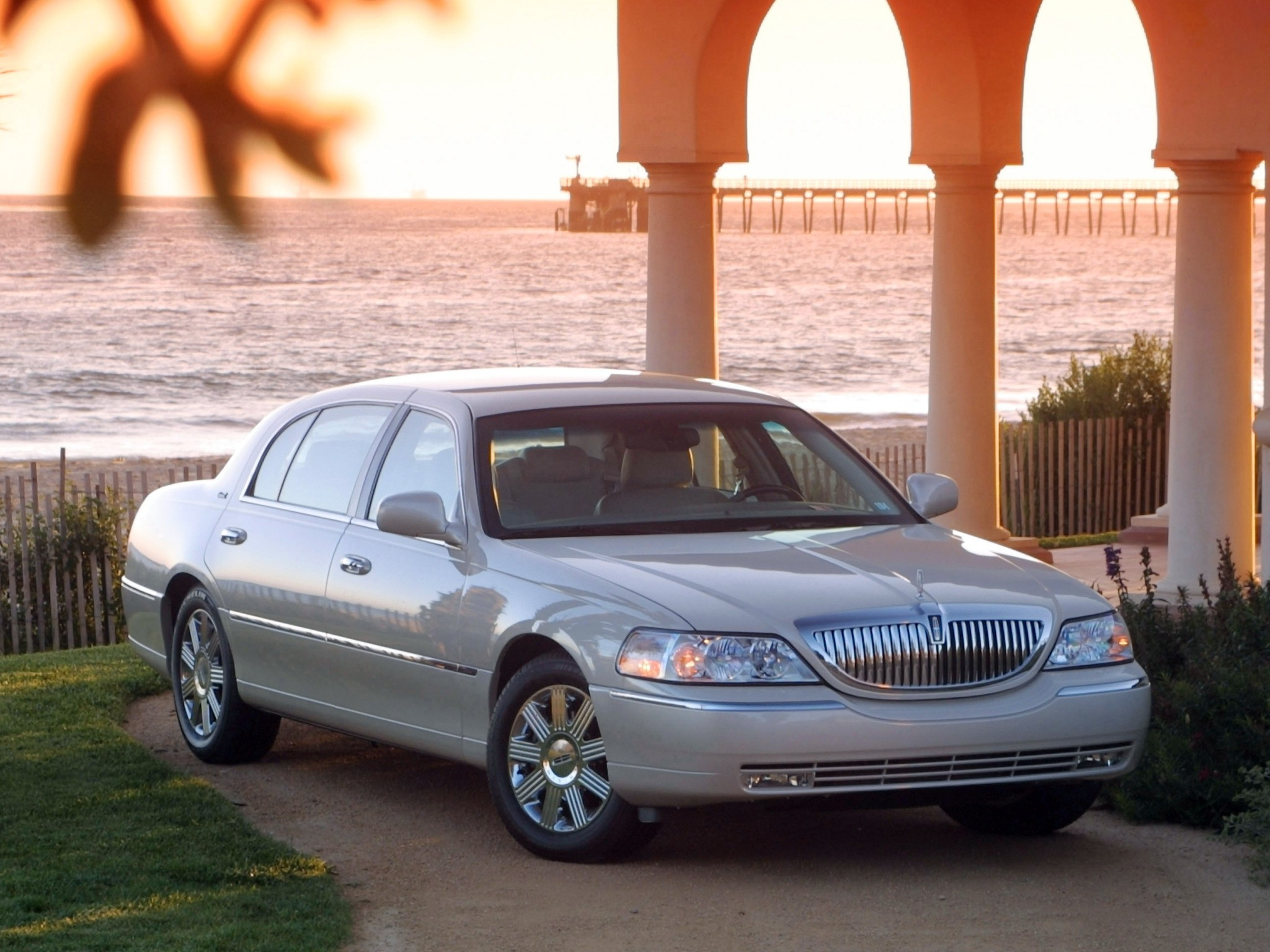 Lincoln Town Car on First Cadillac V8 Engine