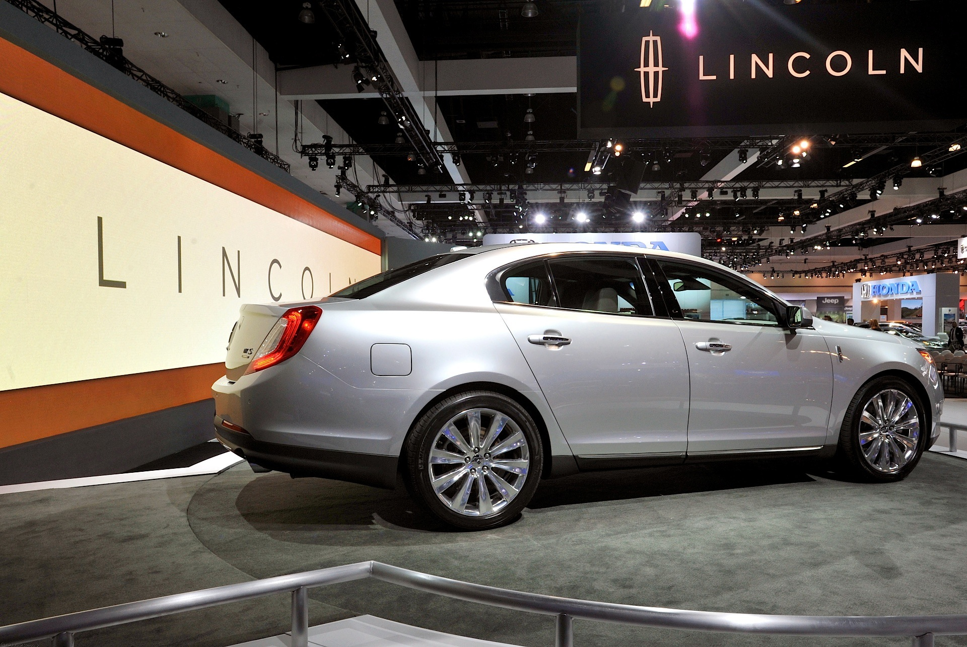 watch lincoln mkt