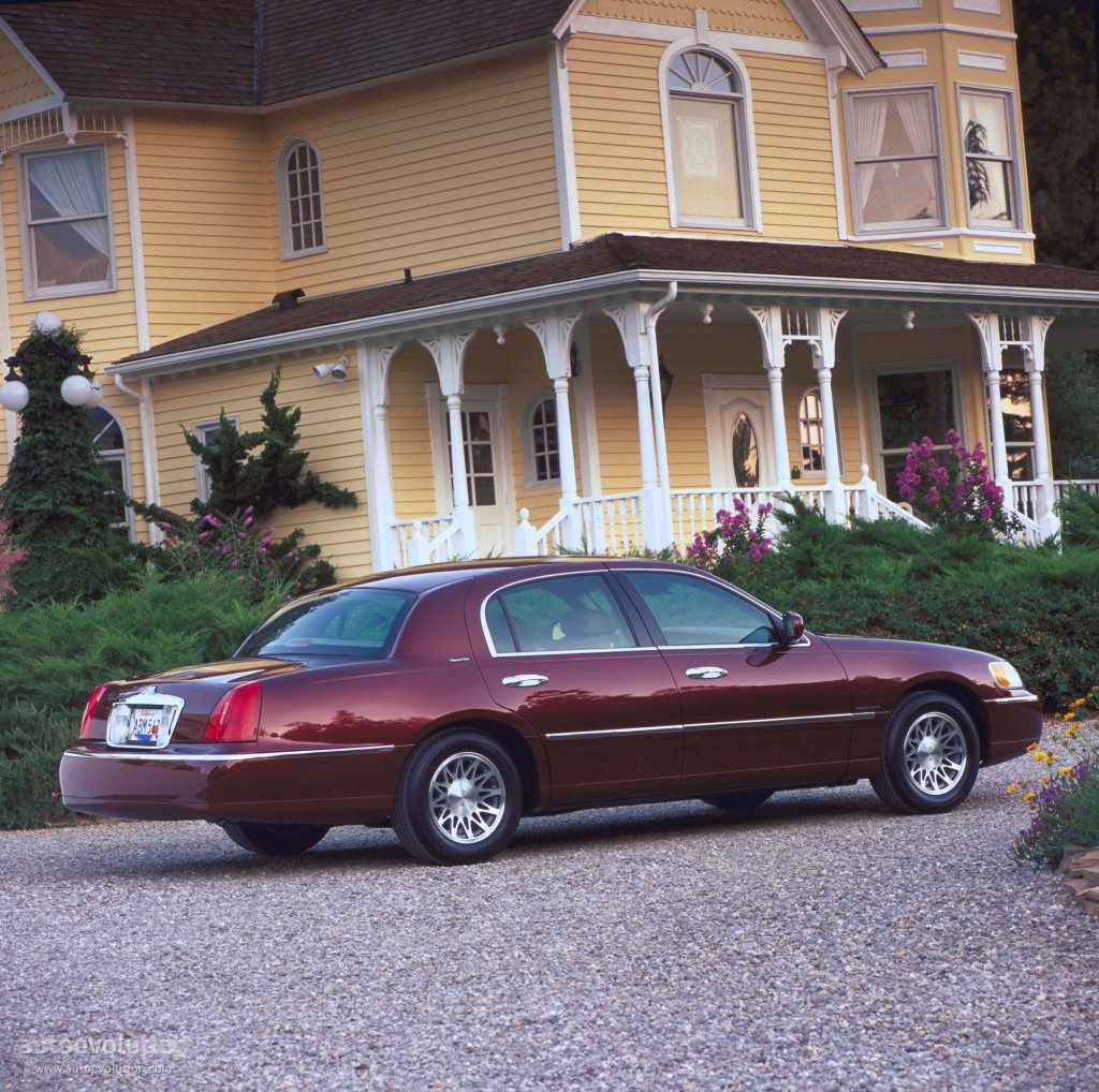 lincoln town car specs photos 1998 1999 2000 2001 2002 2003 autoevolution. Black Bedroom Furniture Sets. Home Design Ideas