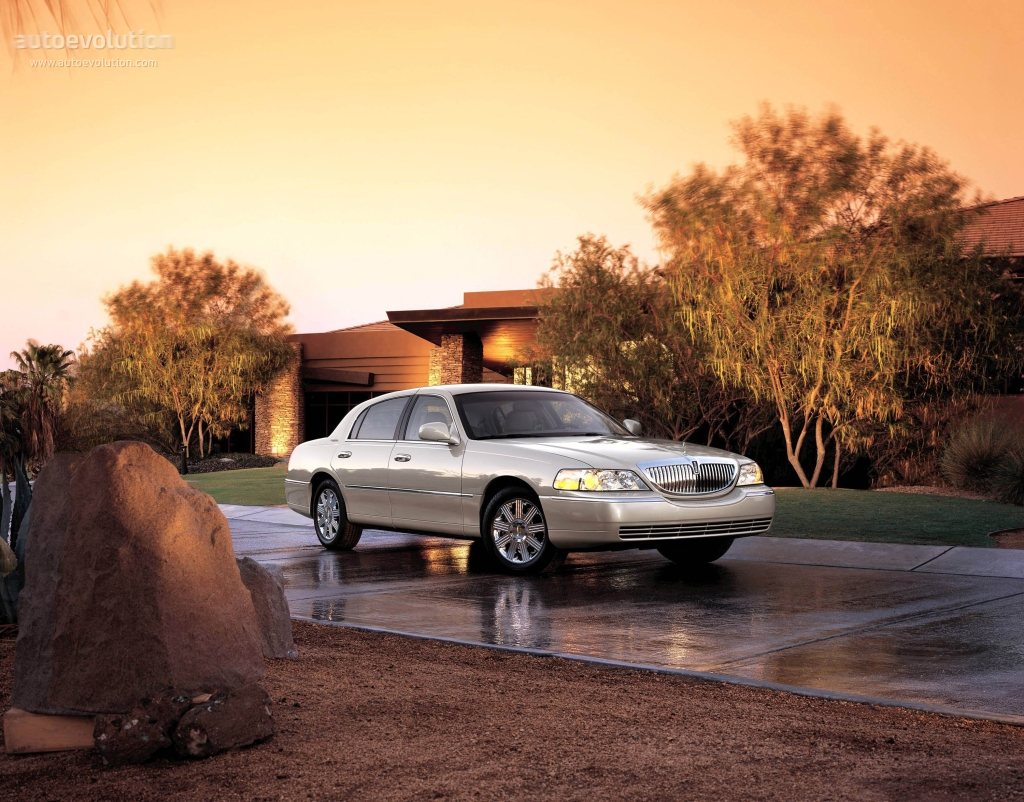 Lincoln Town Car Specs Photos 2003 2004 2005 2006 Autoevolution