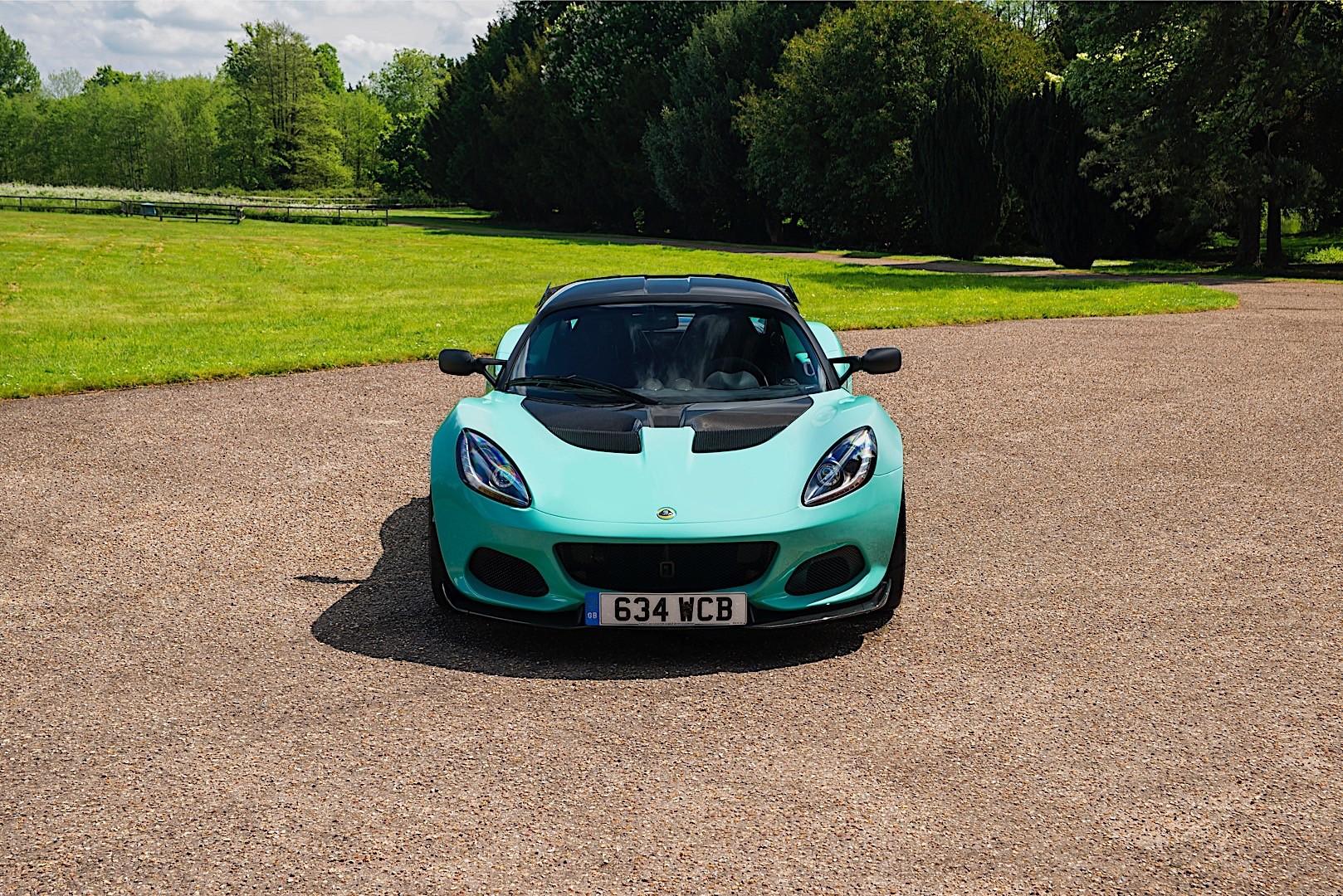 Lotus Elise Cup 2017 Present