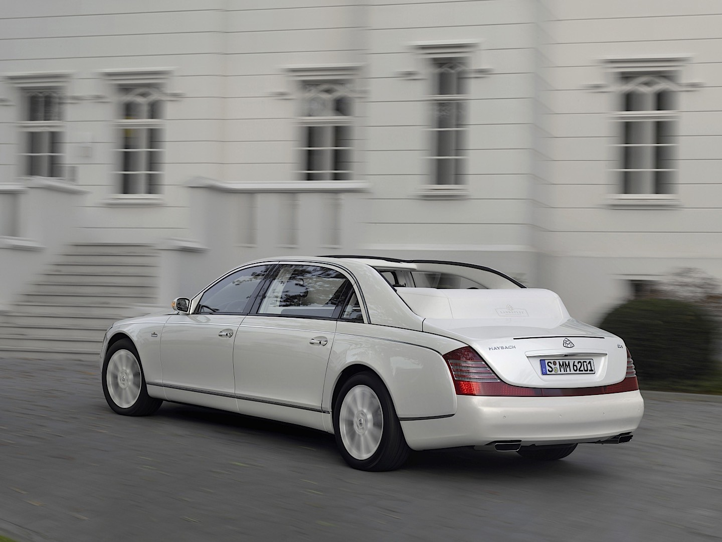 maybach landaulet specs 2008 2009 2010 2011 2012 autoevolution. Black Bedroom Furniture Sets. Home Design Ideas