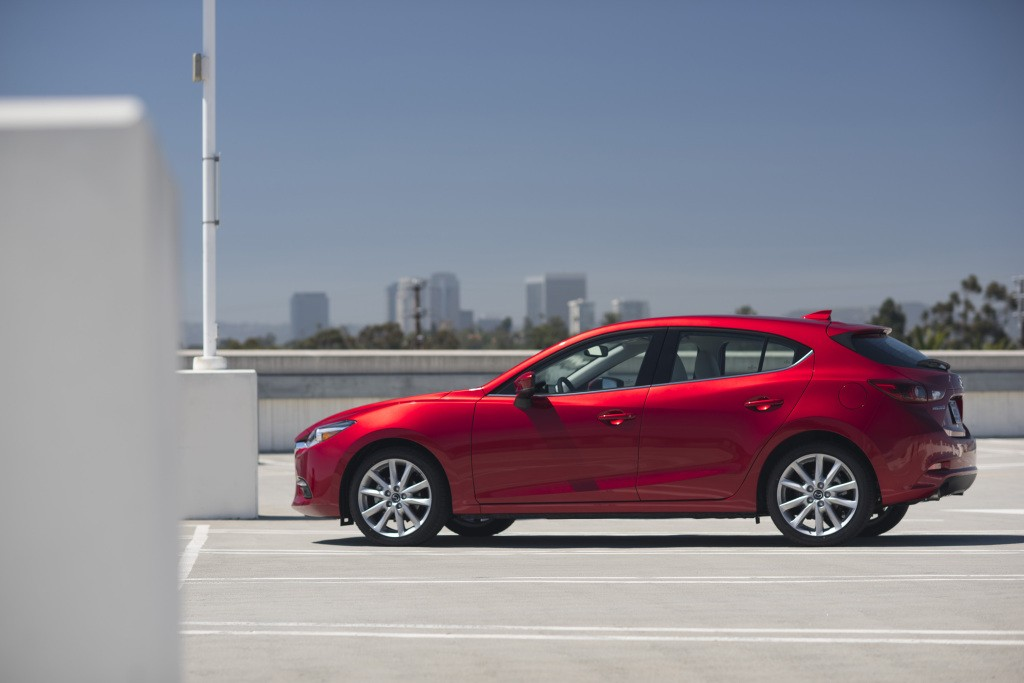 Mazda 3 Axela Hatchback Specs Amp Photos 2016 2017