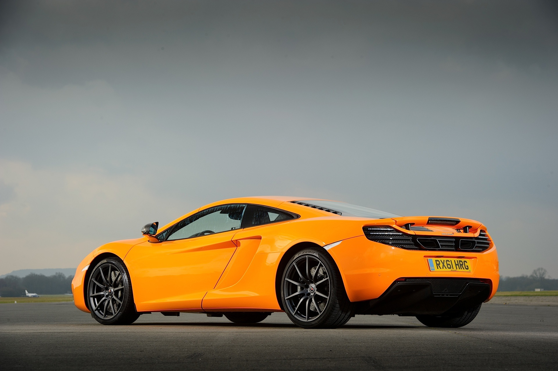 mclaren mp4 12c specs 2011 2012 2013 2014 autoevolution. Black Bedroom Furniture Sets. Home Design Ideas