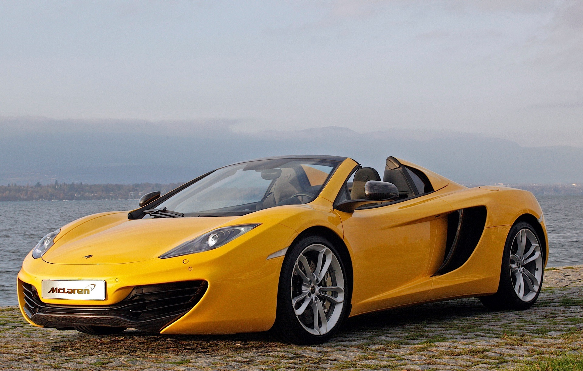 mclaren mp4 12c spider 2012 2013 2014 2015 autoevolution. Black Bedroom Furniture Sets. Home Design Ideas