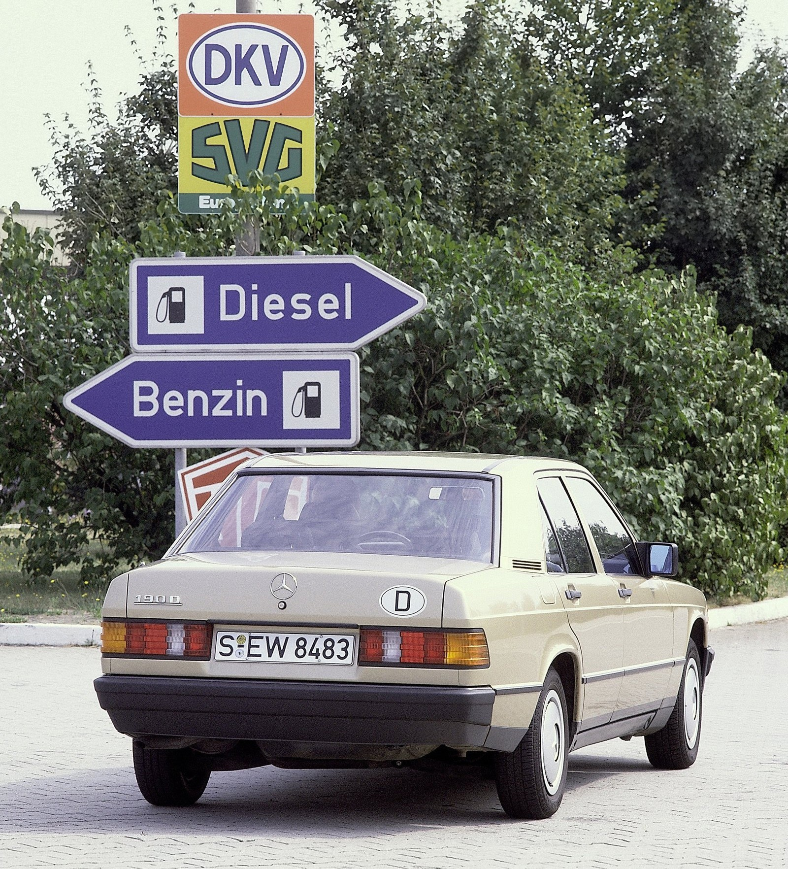 MERCEDES BENZ 190 W201 specs & photos 1982 1983 1984 1985