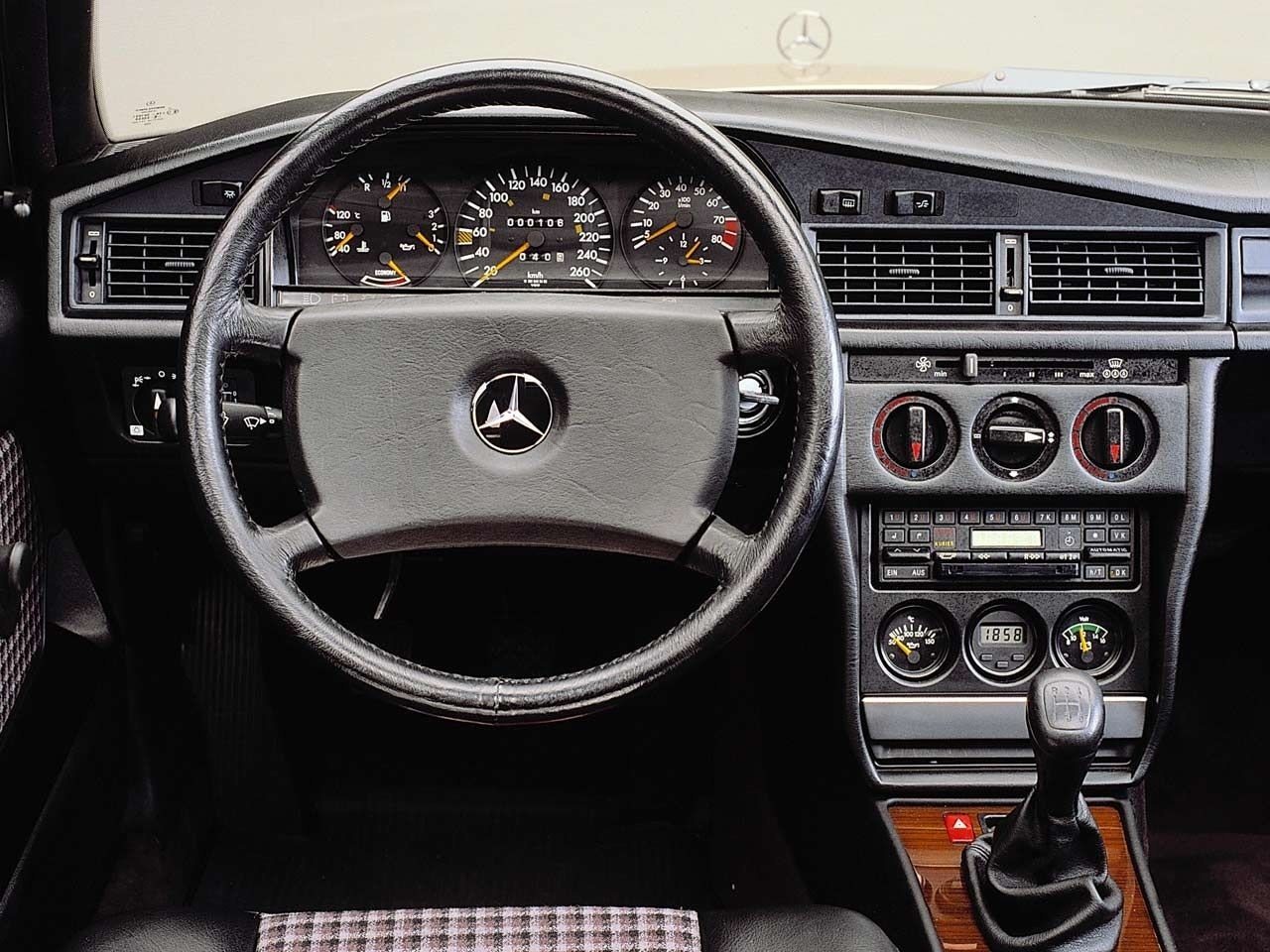 Mercedes benz 190 e 2 3 16v specs 1984 1985 1986 1987 for Inside mercedes benz