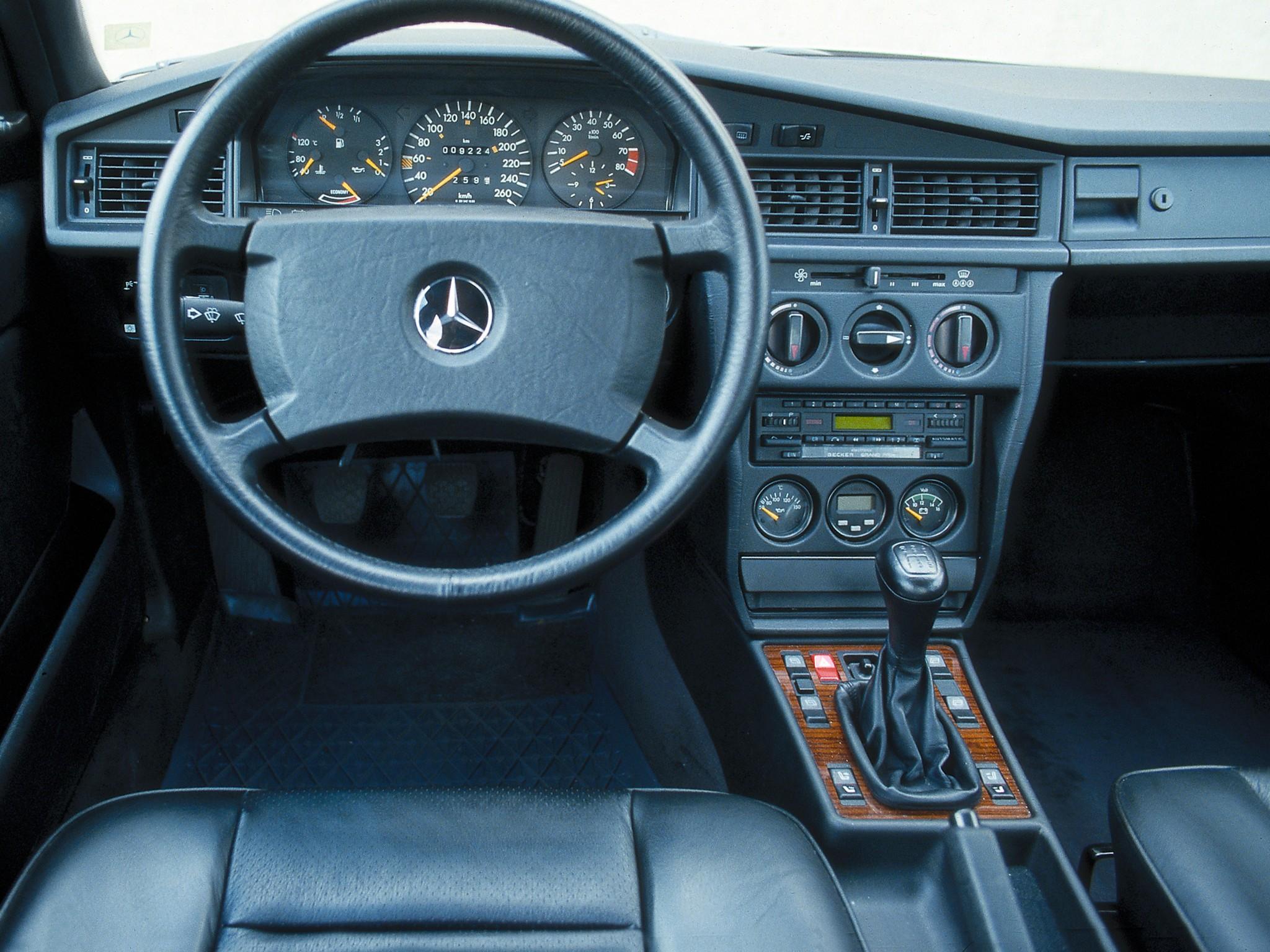 mercedes benz 190 e 2 3 16v 1984 1985 1986 1987 1988 autoevolution. Black Bedroom Furniture Sets. Home Design Ideas