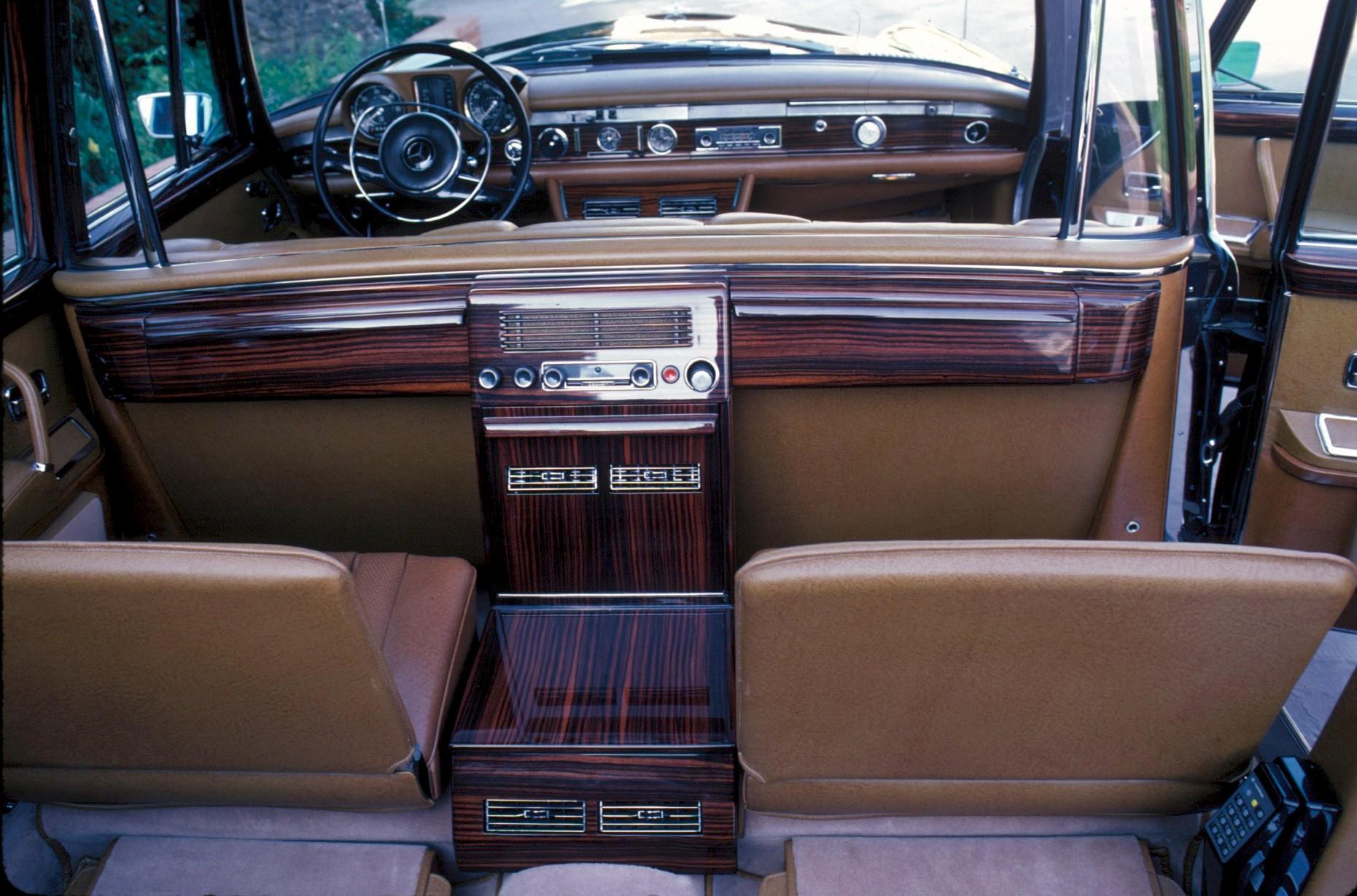 MERCEDES BENZ 600 Pullman Landaulet (V100) specs & photos ...