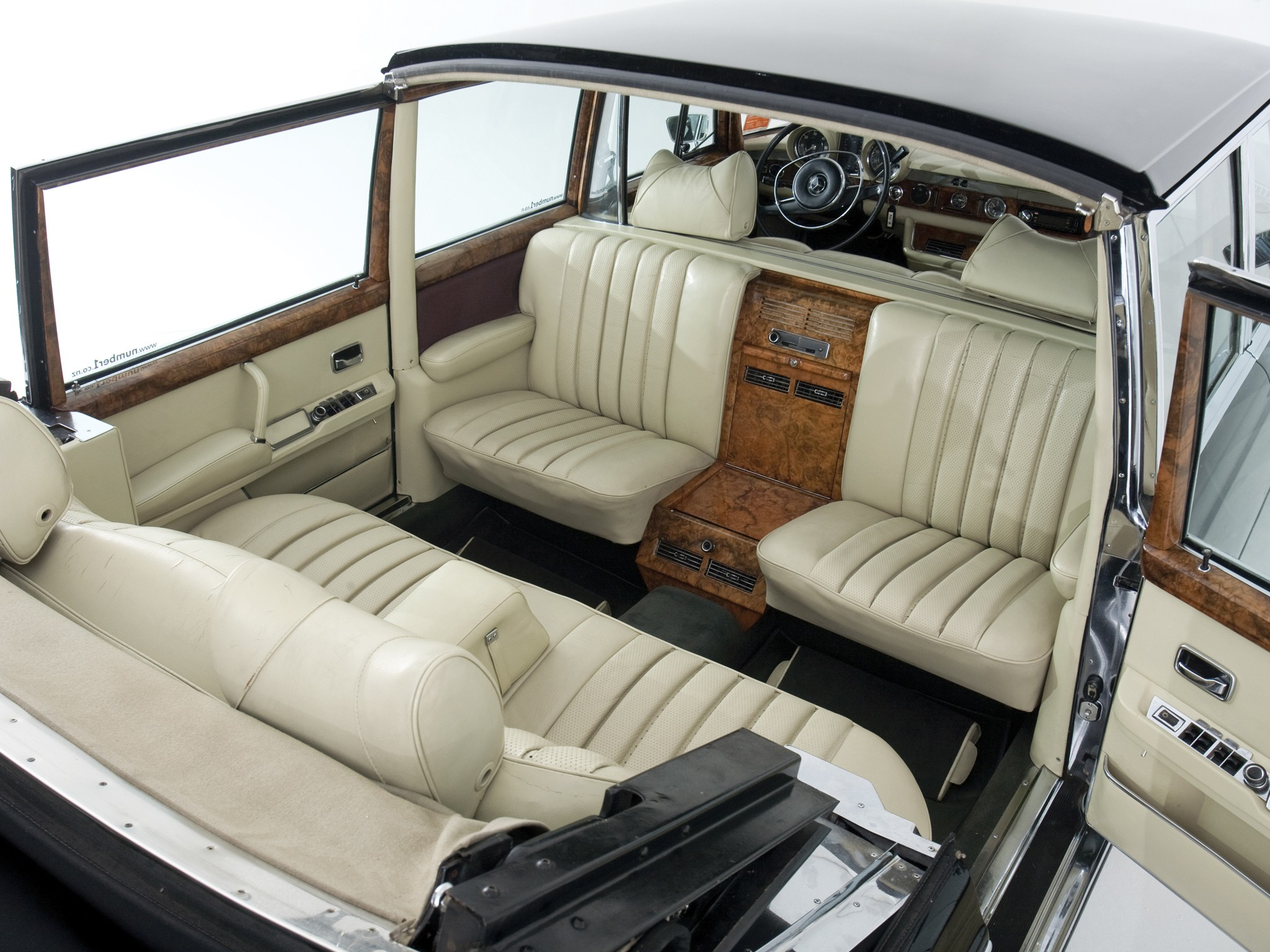 mercedes benz 600 pullman landaulet v100 1965 1966 1967 1968 1969 1970 1971 1972. Black Bedroom Furniture Sets. Home Design Ideas