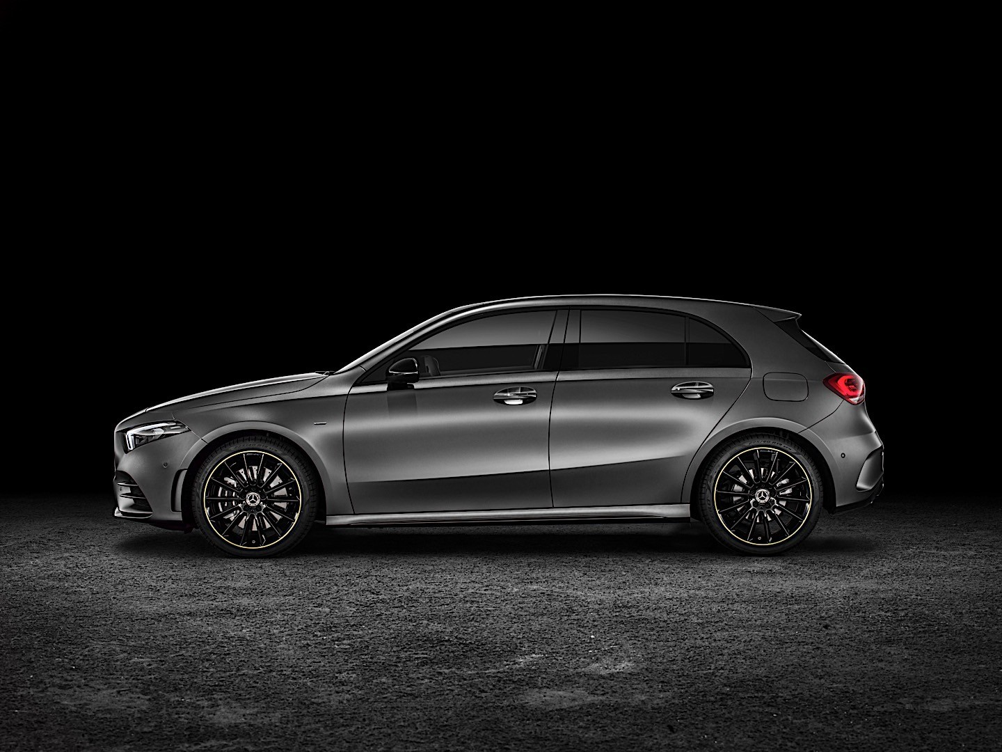 mercedes benz a class w177 specs 2018 autoevolution. Black Bedroom Furniture Sets. Home Design Ideas