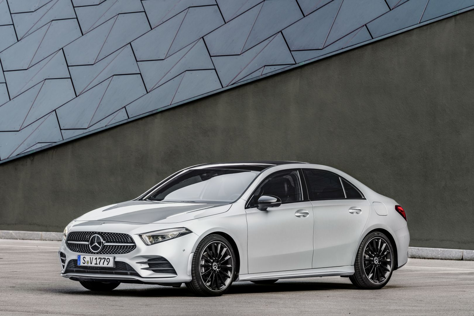 mercedes benz a class sedan v177 specs photos 2018. Black Bedroom Furniture Sets. Home Design Ideas