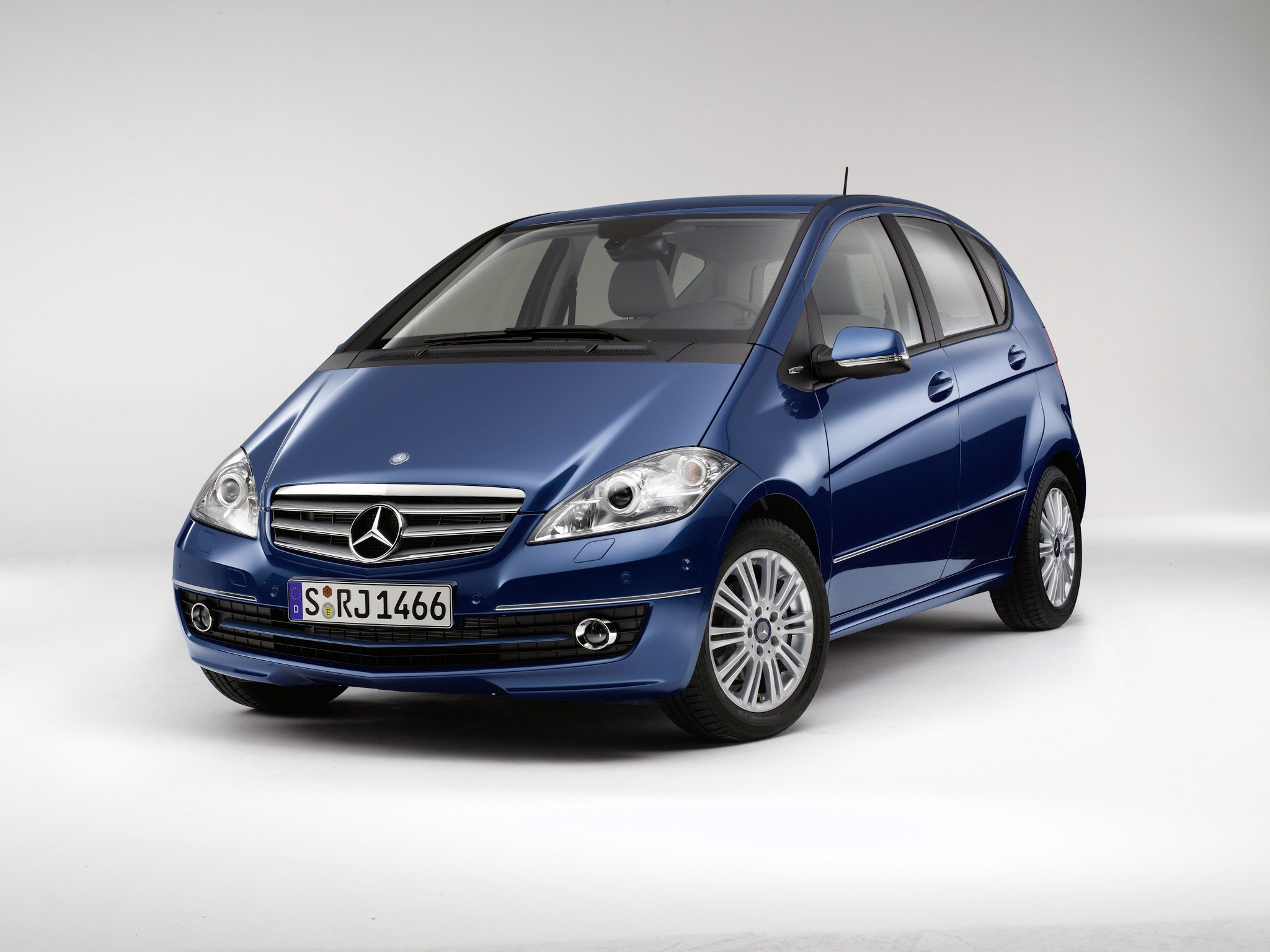 mercedes benz a klasse w169 specs 2008 2009 2010 2011 2012 autoevolution. Black Bedroom Furniture Sets. Home Design Ideas