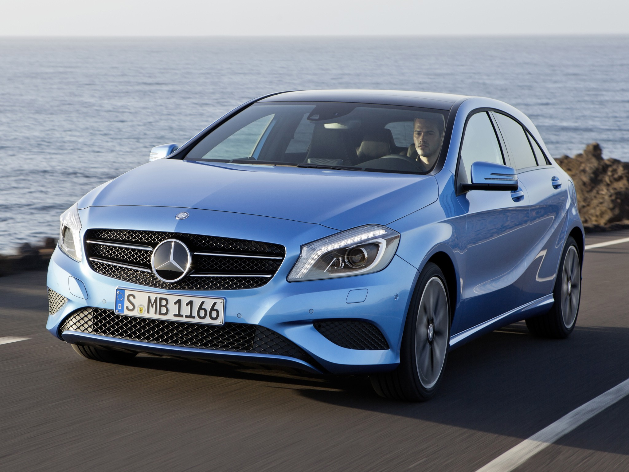 mercedes benz a klasse w176 specs 2012 2013 2014 2015 autoevolution. Black Bedroom Furniture Sets. Home Design Ideas