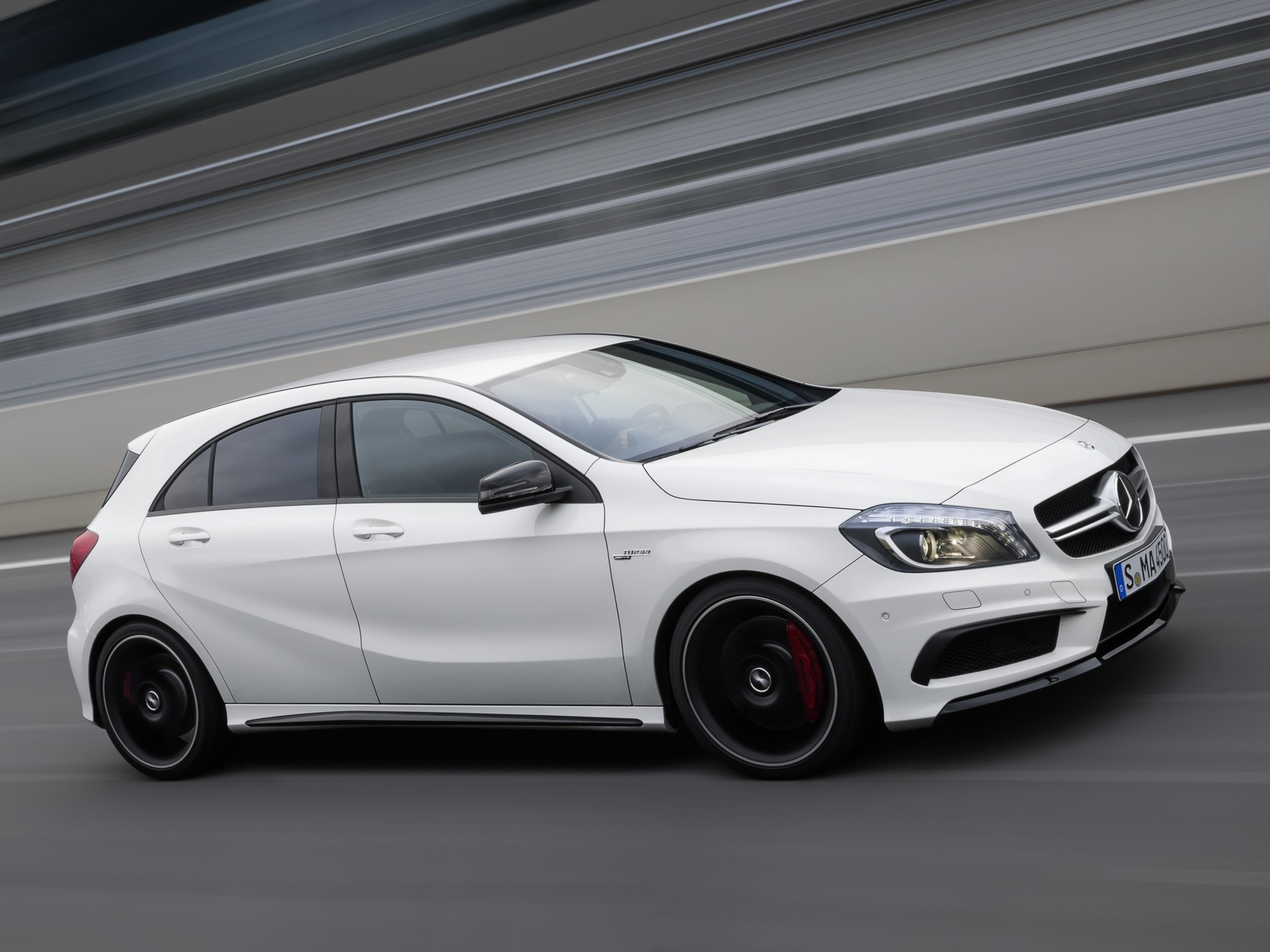 Mercedes benz a45 amg 2013 2014 2015 autoevolution for Mercedes benz a45 amg