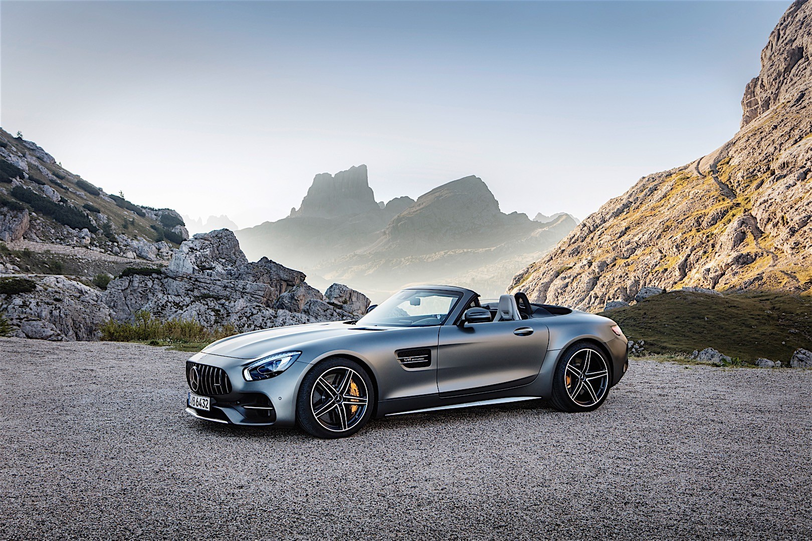 mercedes benz amg gt c roadster 2016 2017 autoevolution. Black Bedroom Furniture Sets. Home Design Ideas