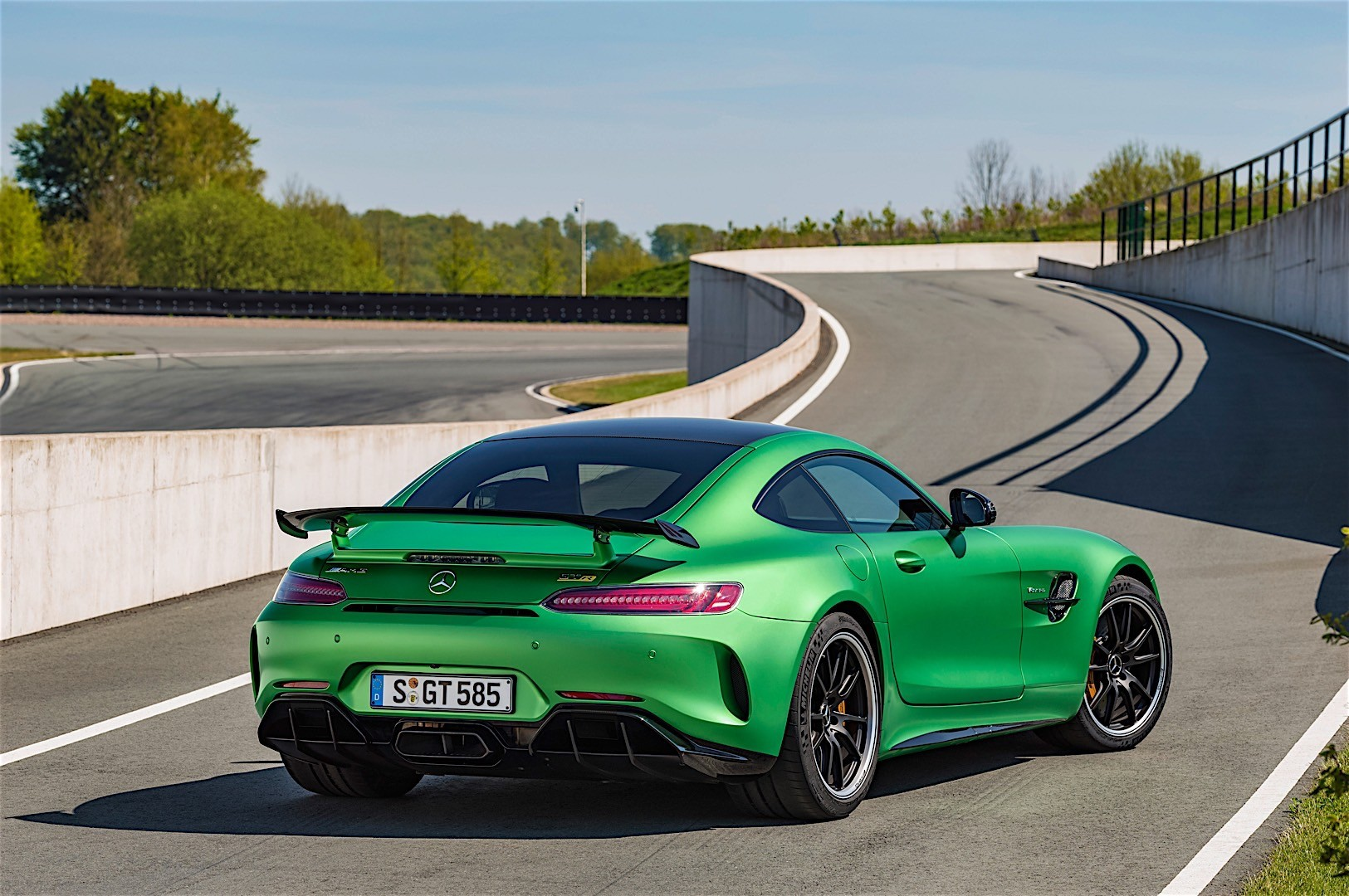 mercedes amg gt r c190 specs 2016 2017 2018 autoevolution. Black Bedroom Furniture Sets. Home Design Ideas
