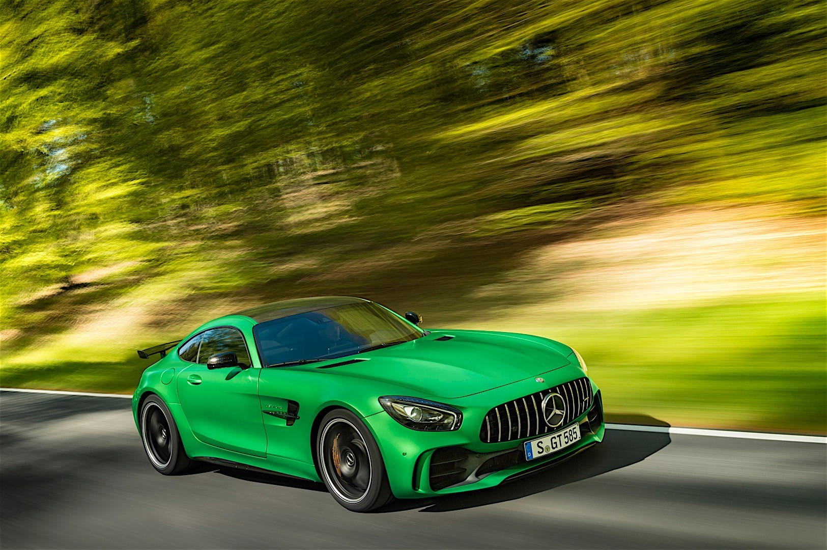 mercedes amg gt r c190 specs 2016 2017 2018. Black Bedroom Furniture Sets. Home Design Ideas