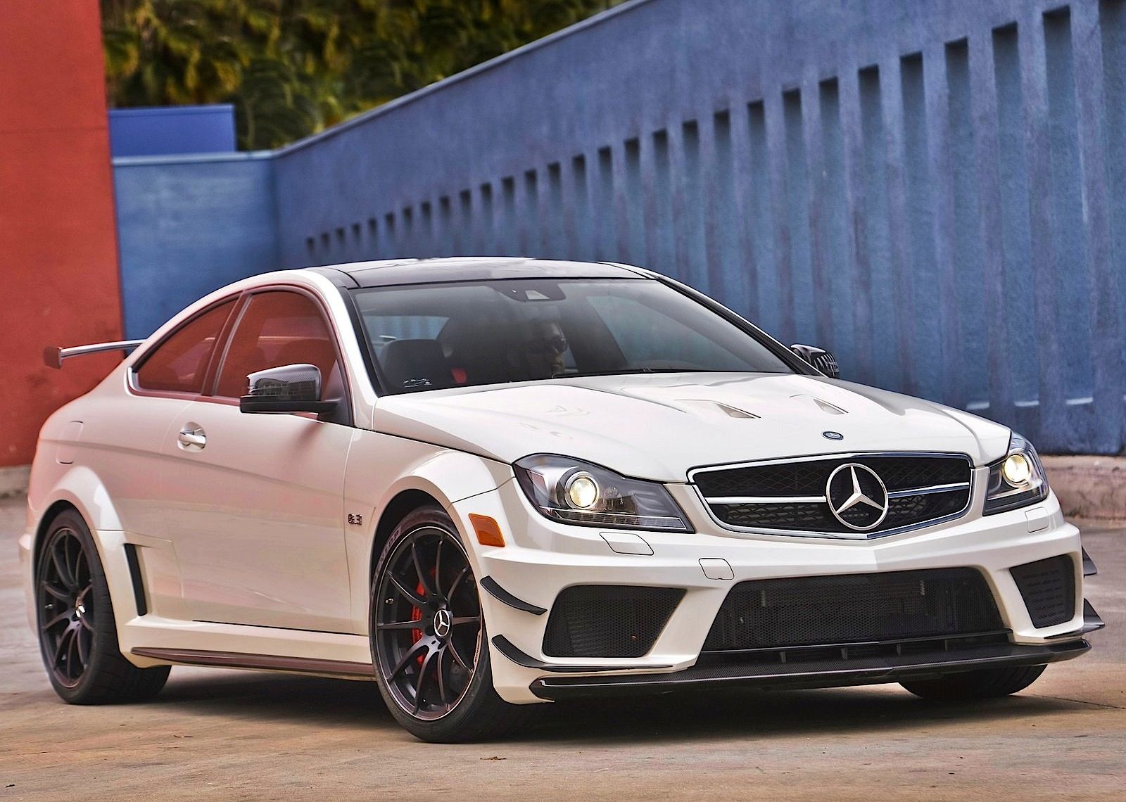 mercedes benz c 63 amg coupe black series 2011 2012. Black Bedroom Furniture Sets. Home Design Ideas