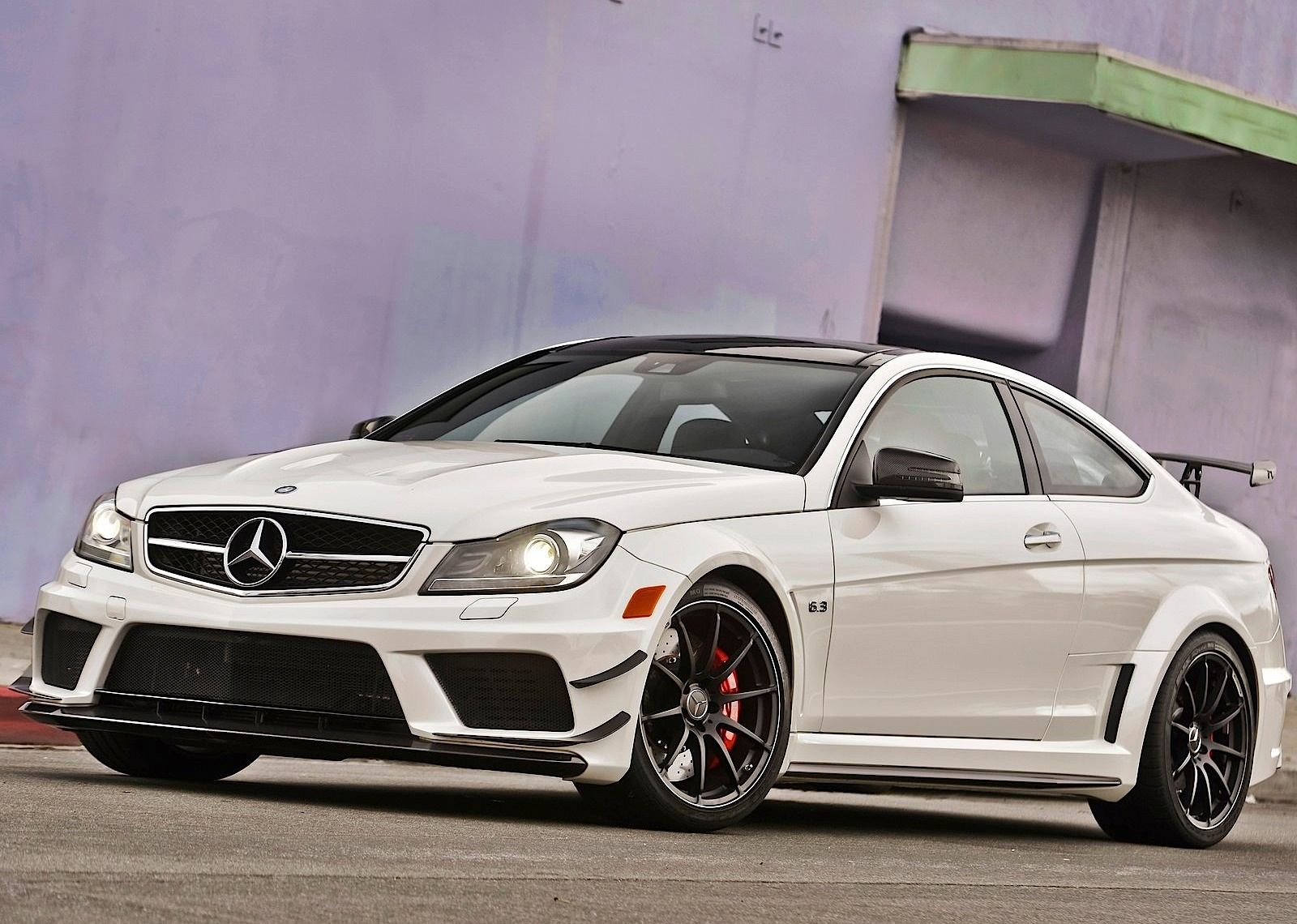 Mercedes benz c 63 amg coupe black series 2011 2012 for Mercedes benz e amg