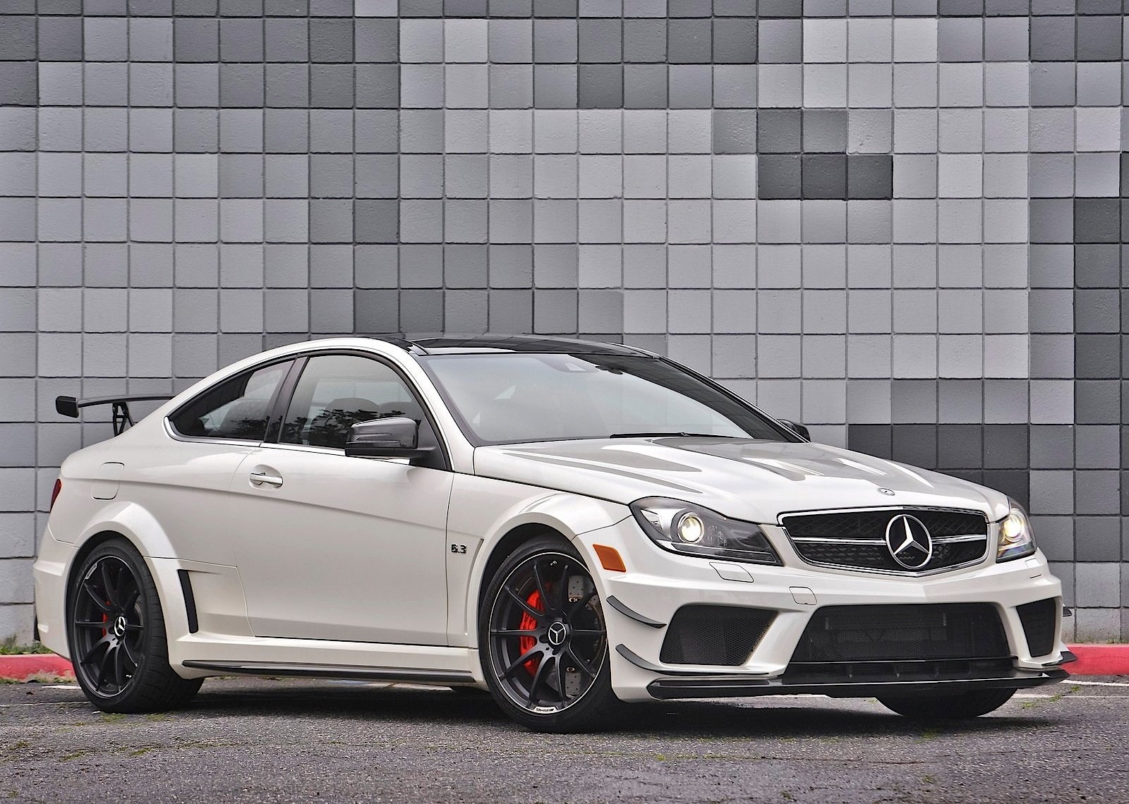 Mercedes benz c 63 amg coupe black series 2011 2012 for Mercedes benz s series