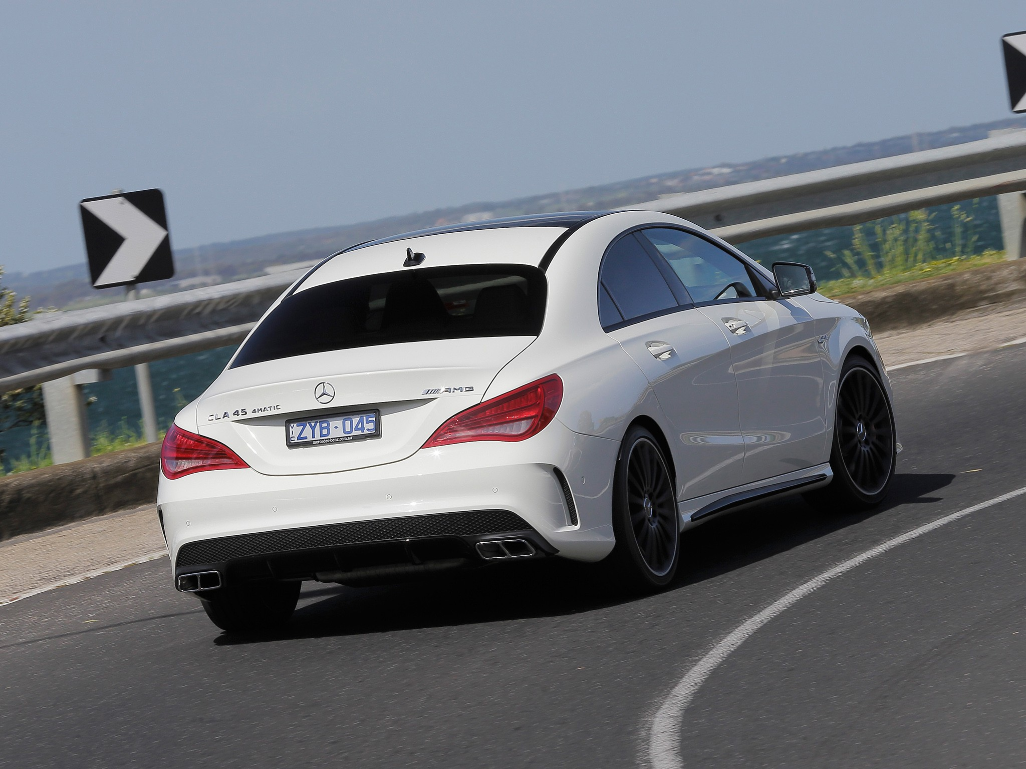 mercedes benz cla 45 amg 2013 2014 2015 2016 autoevolution. Black Bedroom Furniture Sets. Home Design Ideas