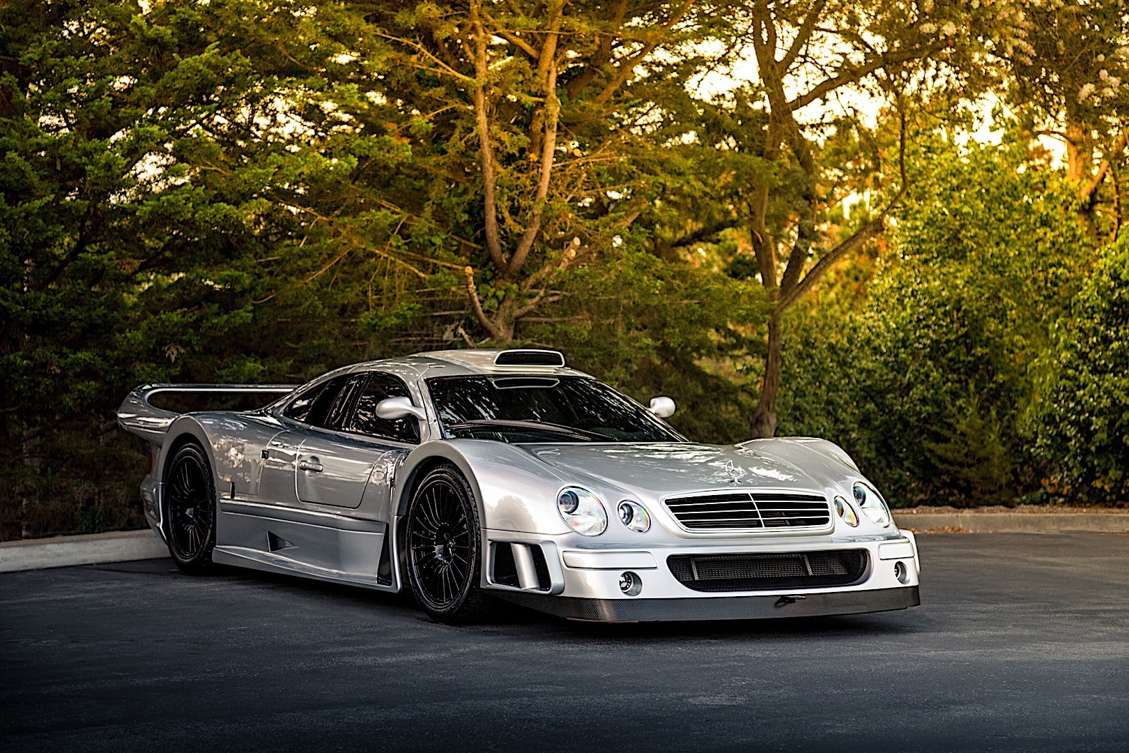 Mercedes benz clk gtr amg specs 1998 1999 autoevolution for Mercedes benz clk