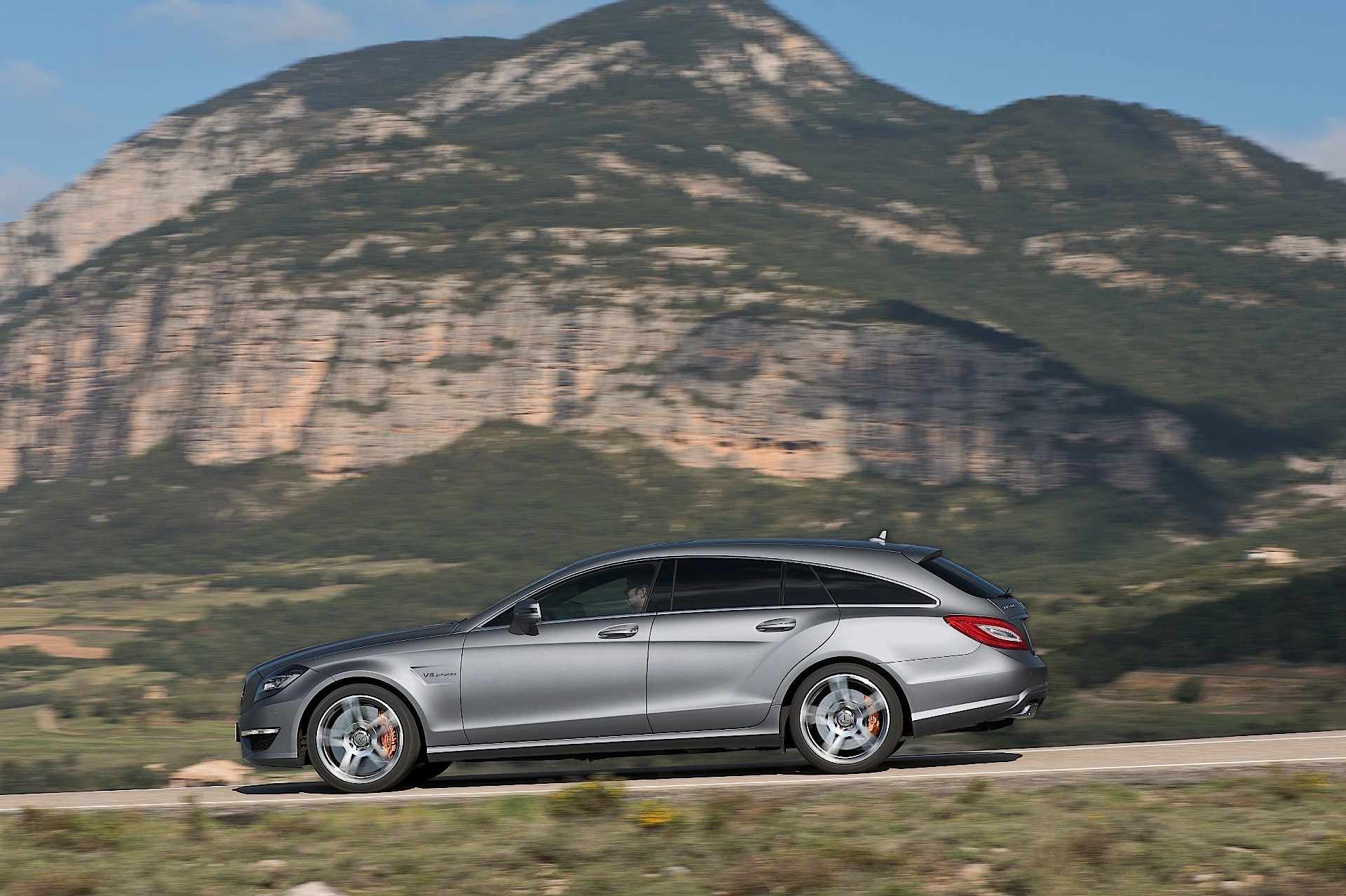 MERCEDES BENZ CLS AMG Shooting Brake specs & photos 2012 2013