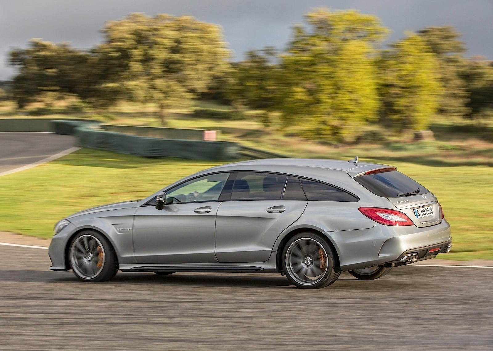 Mercedes benz cls shooting brake amg x218 specs 2014 for Mercedes benz amg cls
