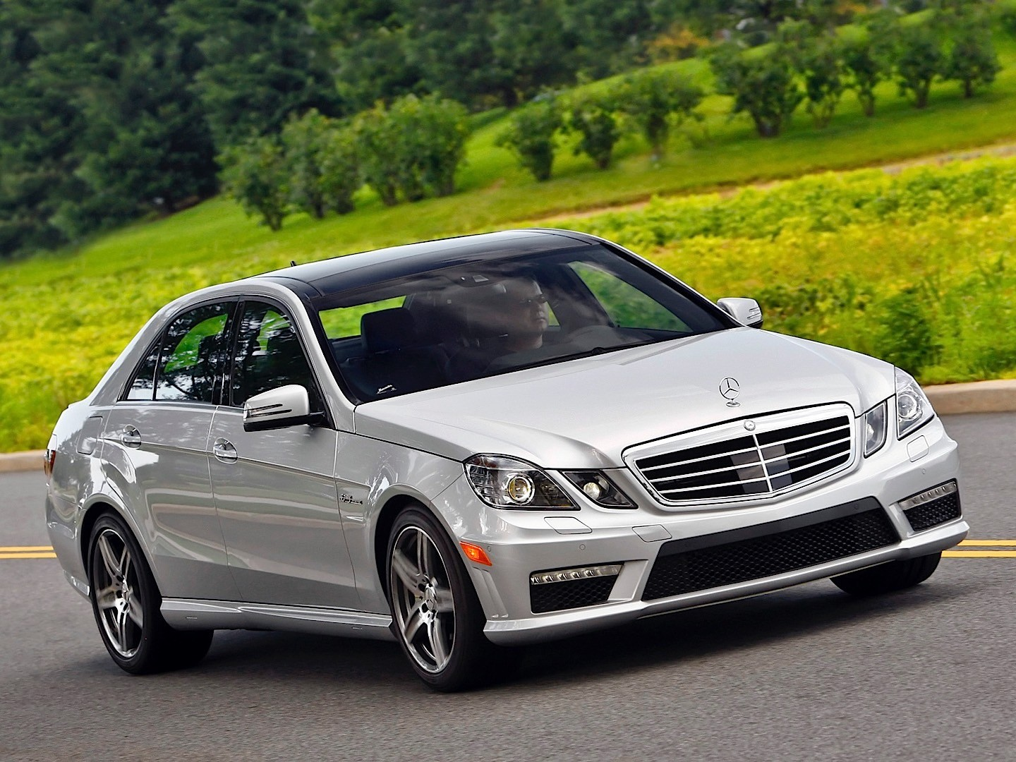 mercedes benz e 63 amg w212 specs 2009 2010 2011 2012 autoevolution. Black Bedroom Furniture Sets. Home Design Ideas