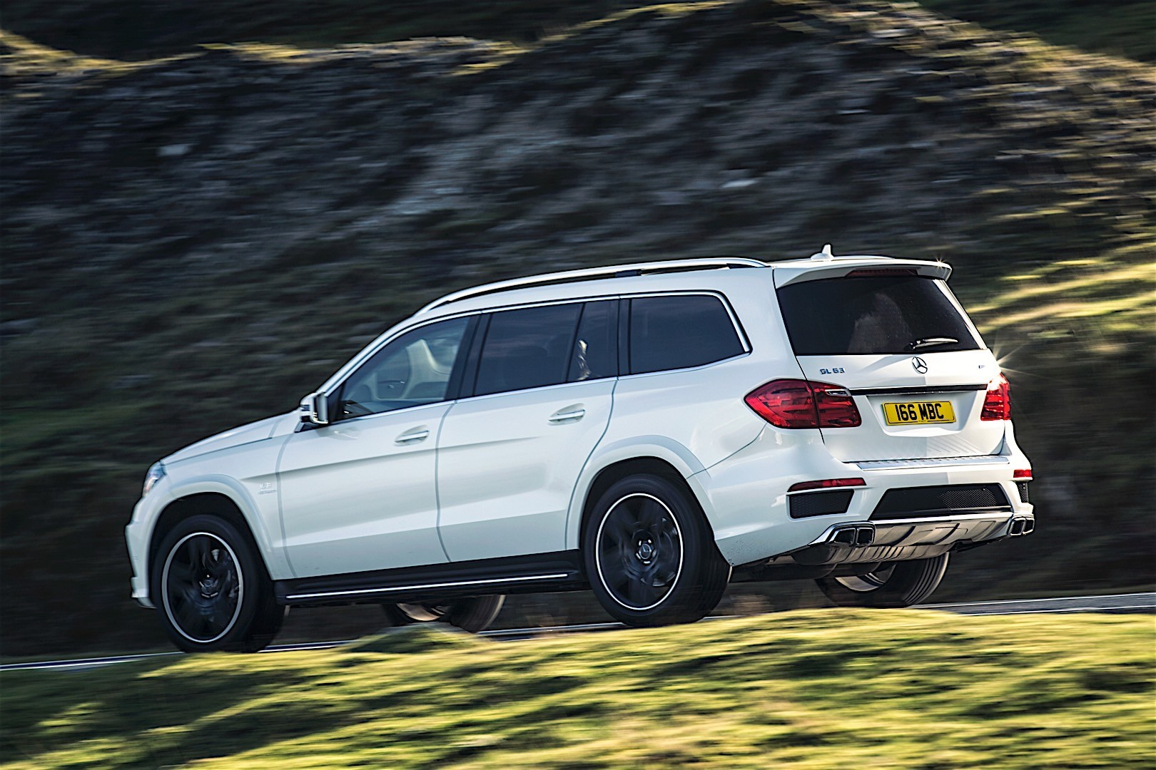 Mercedes benz gl 63 amg x166 specs 2012 2013 2014 for Mercedes benz car picture gallery