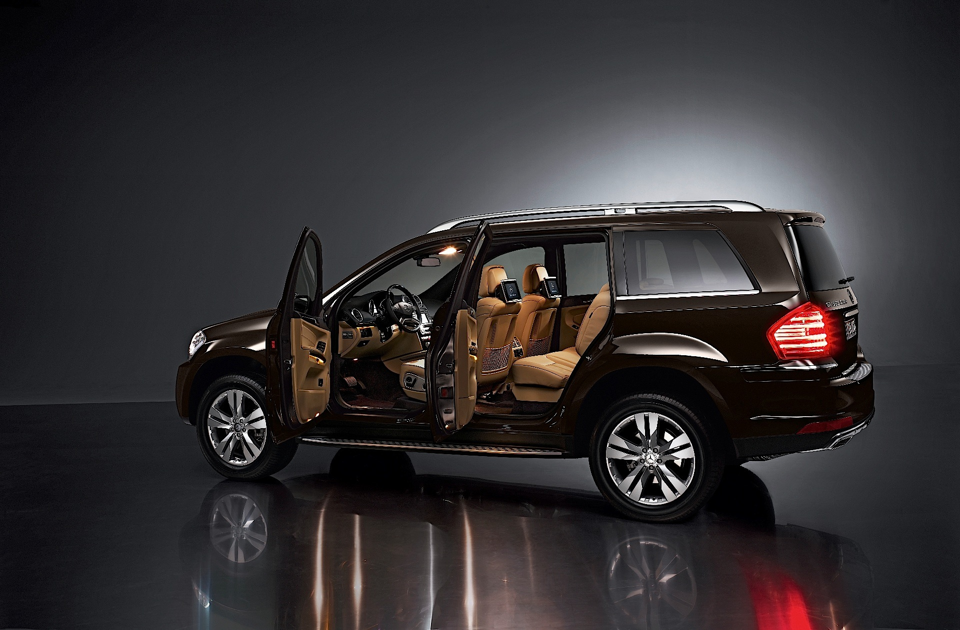 mercedes benz gl klasse x164 specs 2009 2010 2011 2012 autoevolution. Black Bedroom Furniture Sets. Home Design Ideas