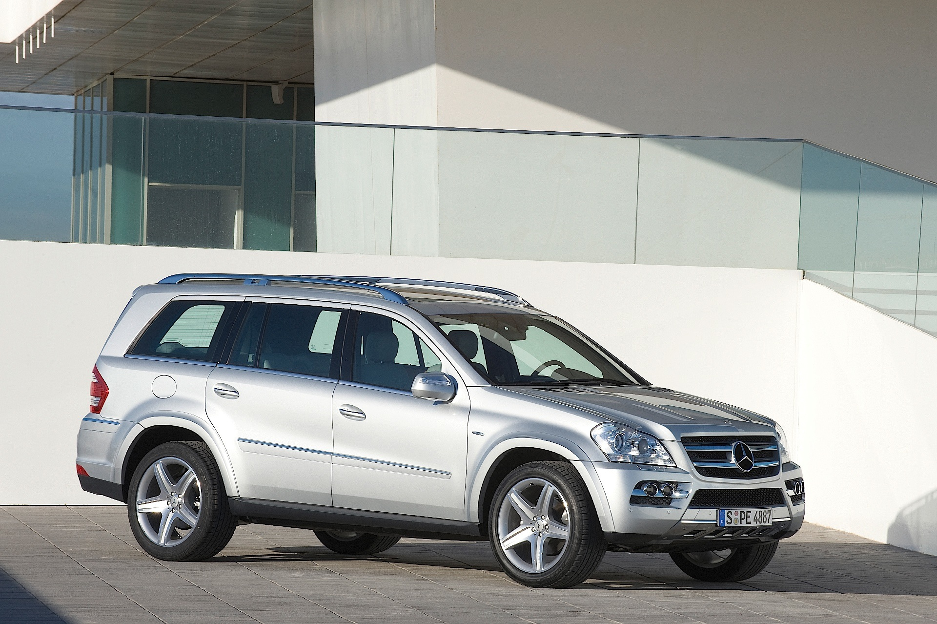 Mercedes benz gl klasse x164 specs 2009 2010 2011 for Mercedes benz suv 2009