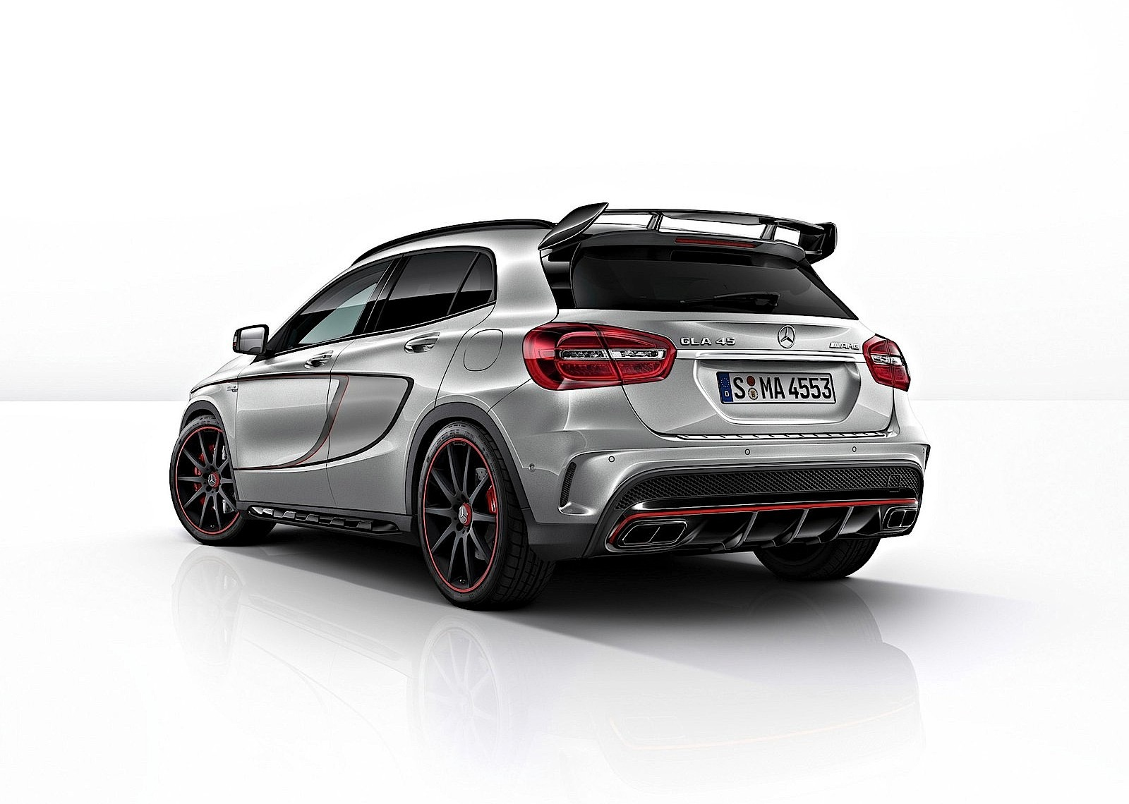 mercedes benz gla 45 amg 2014 2015 2016 2017 autoevolution. Black Bedroom Furniture Sets. Home Design Ideas