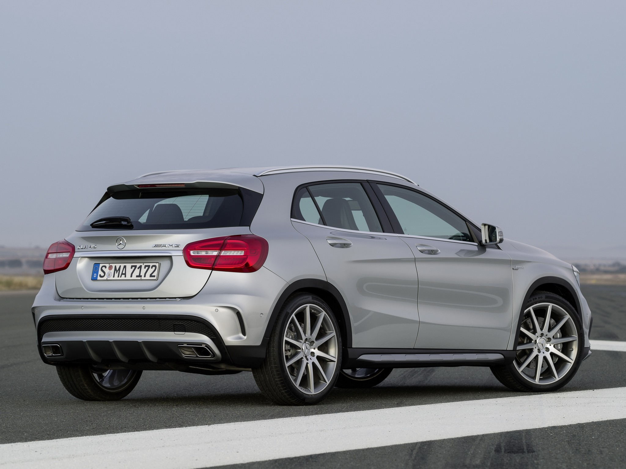 mercedes benz gla 45 amg x156 specs photos 2014 2015 2016 2017 autoevolution. Black Bedroom Furniture Sets. Home Design Ideas