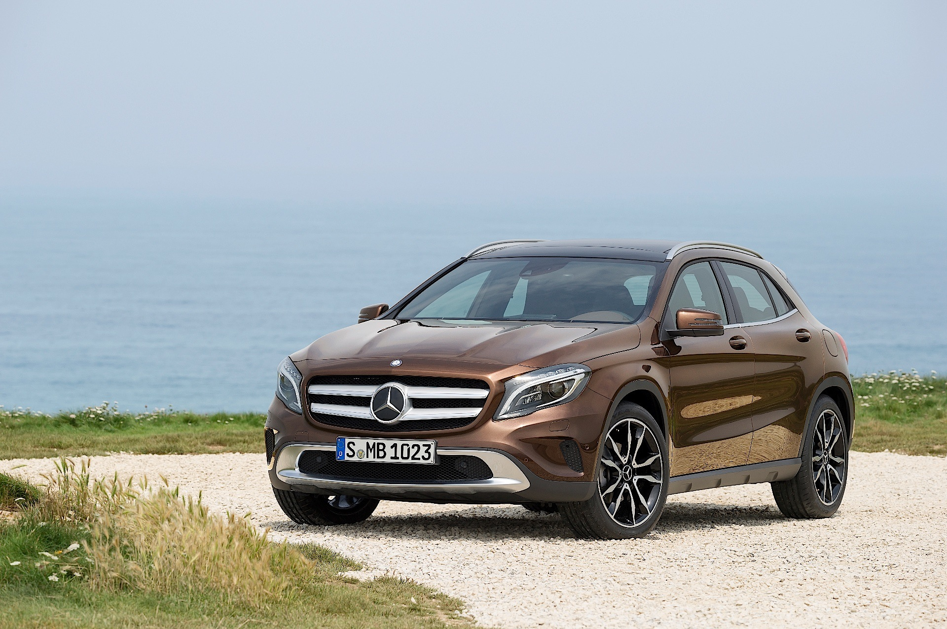 mercedes benz gla x156 specs 2013 2014 2015 2016 2017 autoevolution. Black Bedroom Furniture Sets. Home Design Ideas