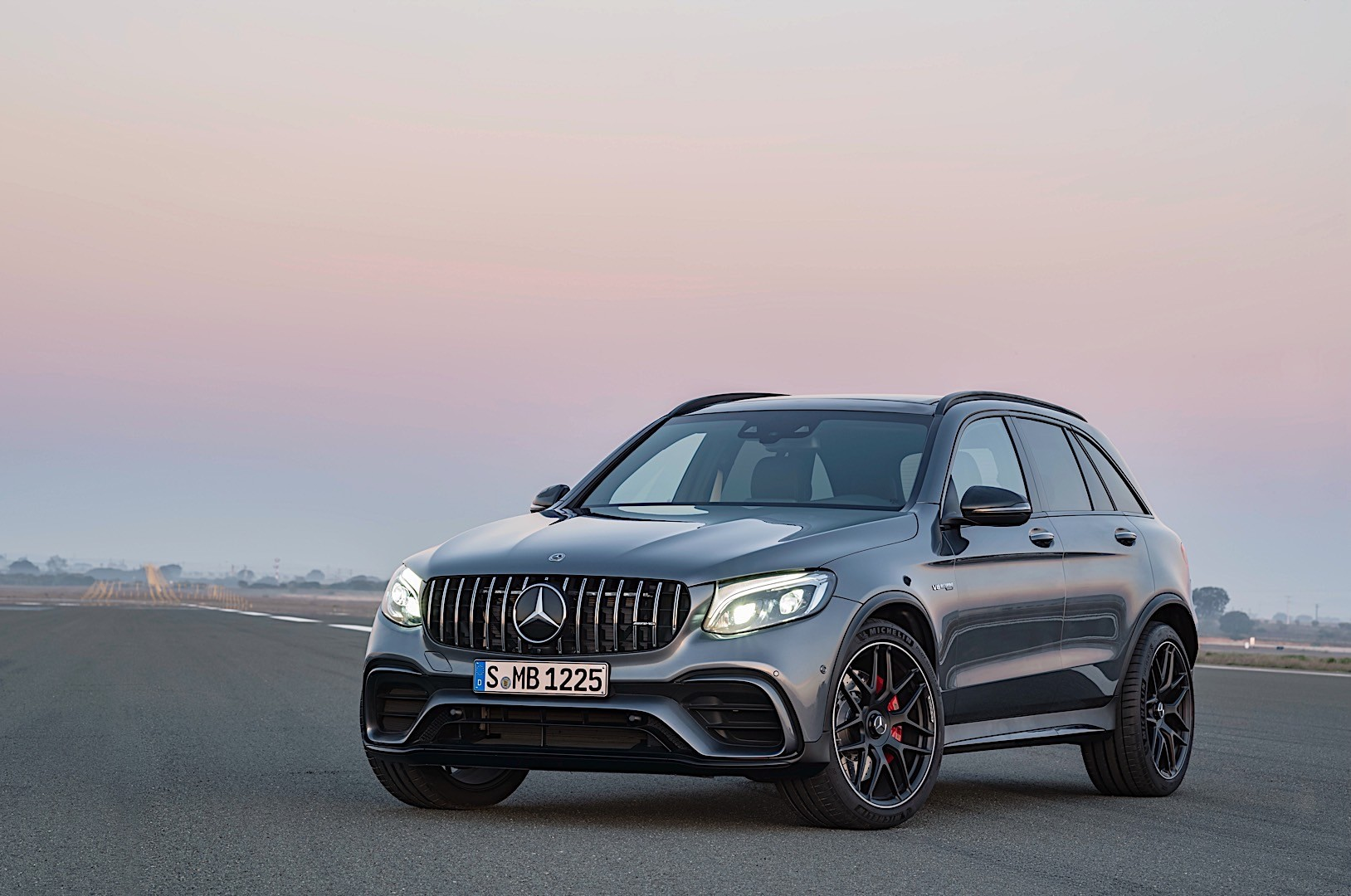 mercedes amg glc 63 x253 specs 2017 2018 autoevolution. Black Bedroom Furniture Sets. Home Design Ideas