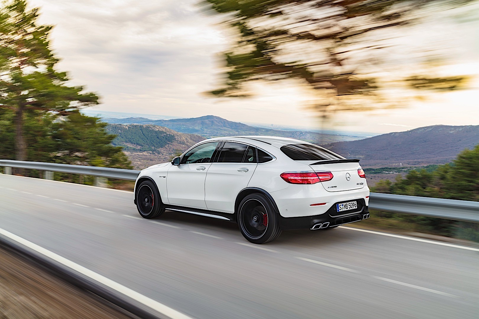 mercedes amg glc 63 coupe c253 specs photos 2017 2018 2019 autoevolution. Black Bedroom Furniture Sets. Home Design Ideas