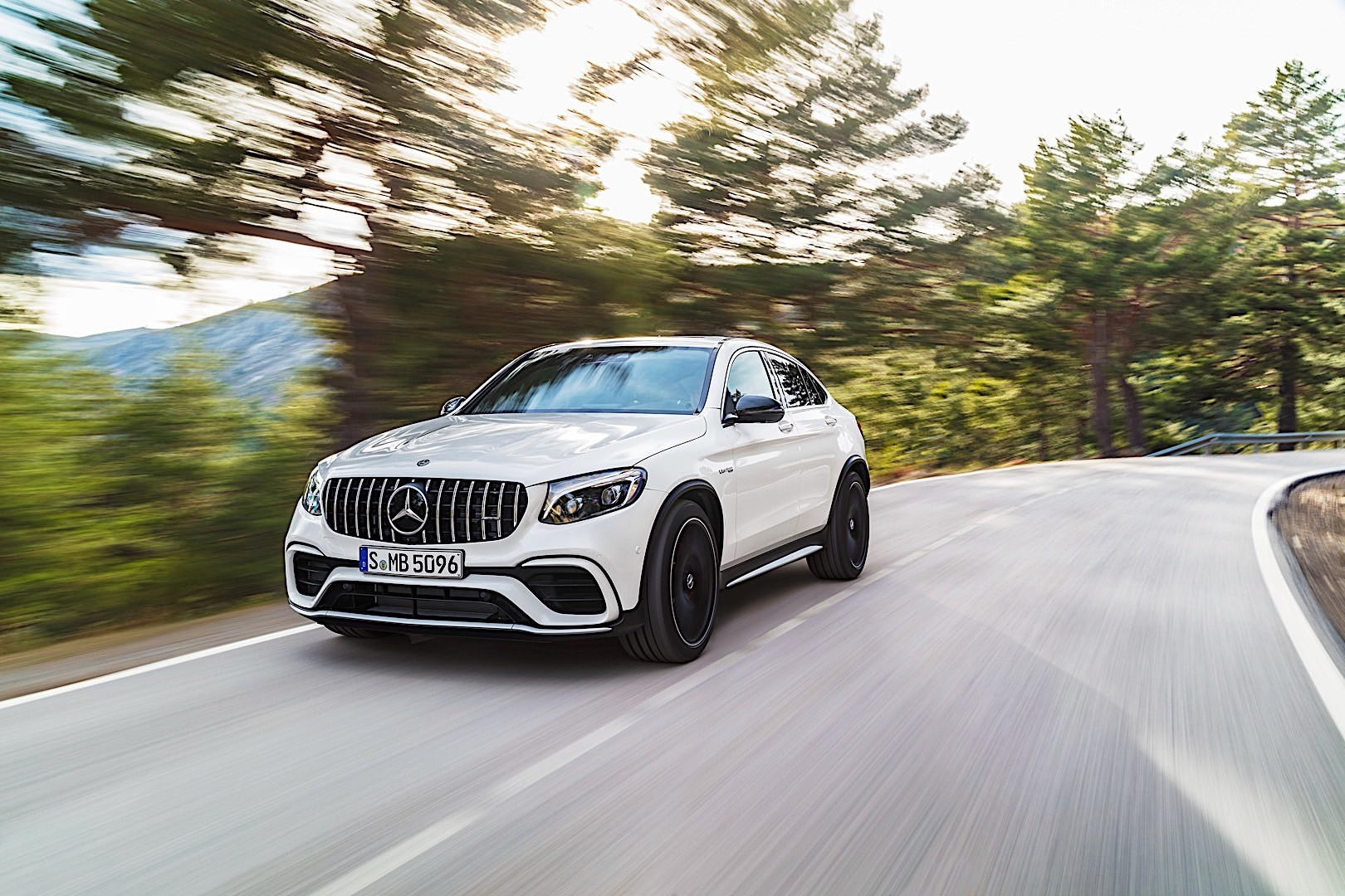 mercedes amg glc 63 coupe c253 specs photos 2017 2018 autoevolution. Black Bedroom Furniture Sets. Home Design Ideas