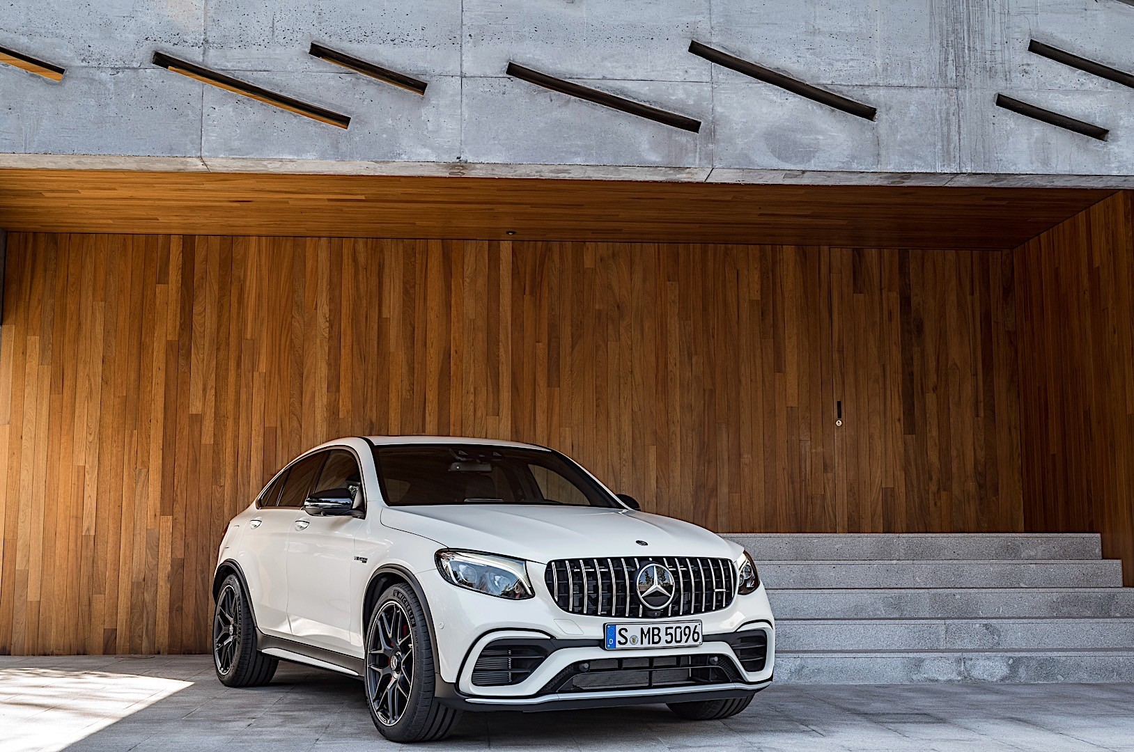 Mercedes amg glc 63 coupe c253 specs 2017 2018 for Mercedes benz glc 2018
