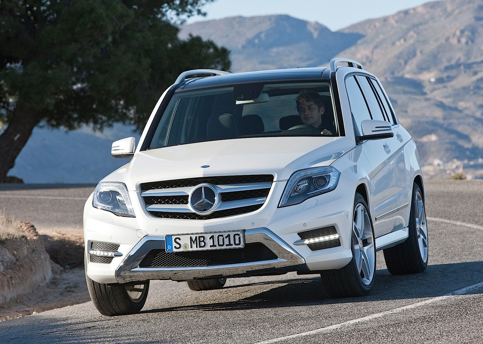 mercedes benz glk specs 2012 2013 2014 2015 2016 autoevolution. Black Bedroom Furniture Sets. Home Design Ideas