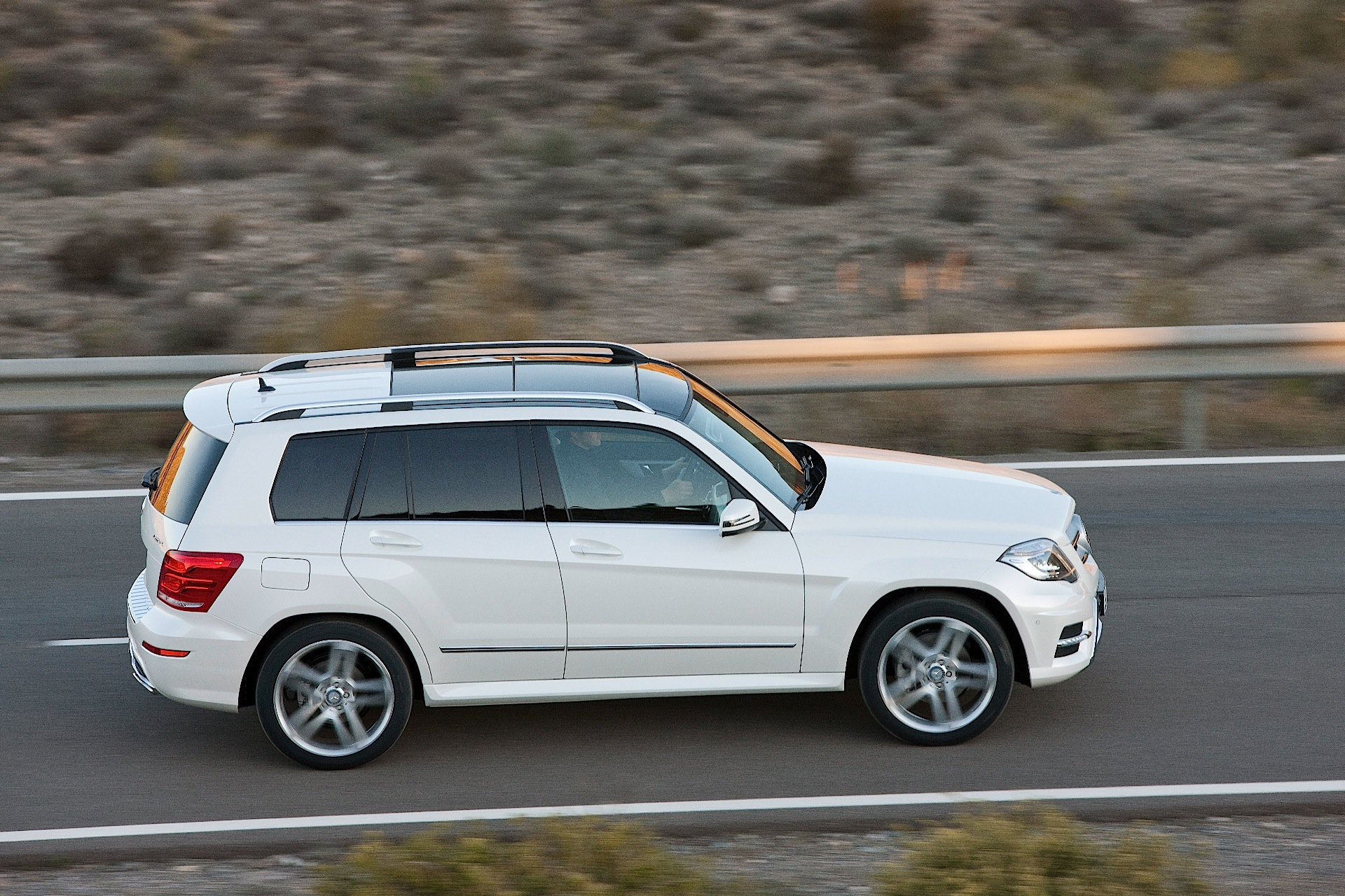 Compare glk 350 and 250 autos post for Mercedes benz compare