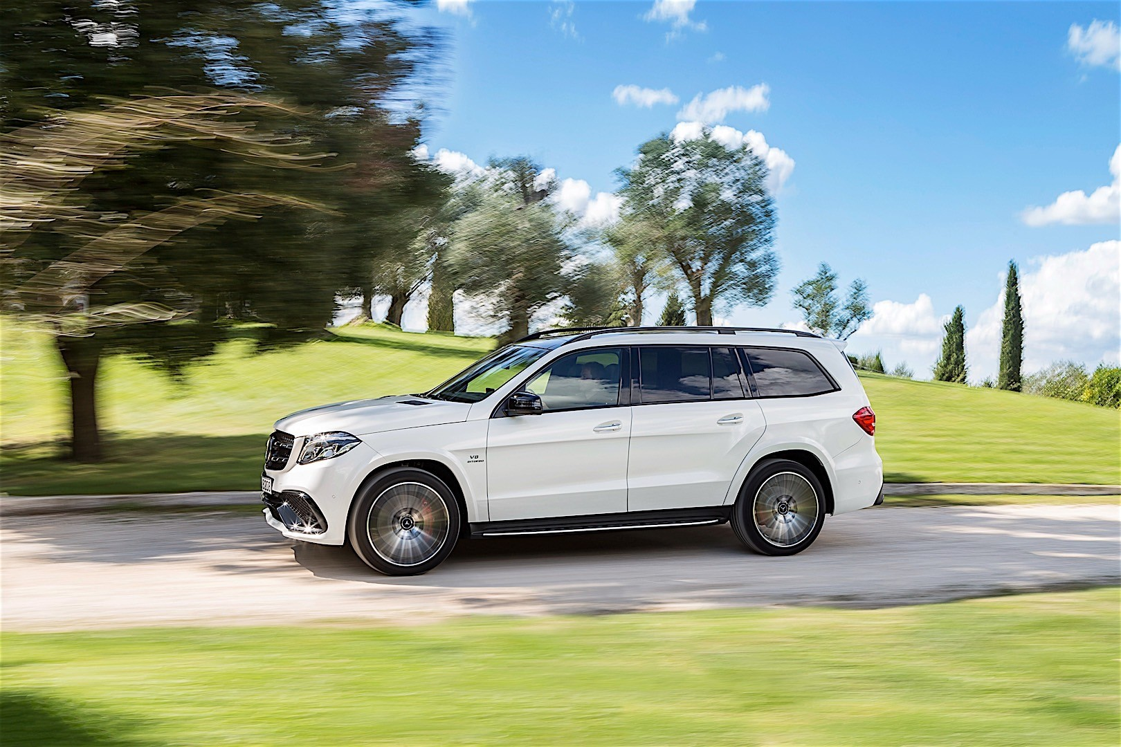 mercedes amg gls 63 x166 specs 2016 2017 2018 autoevolution. Black Bedroom Furniture Sets. Home Design Ideas