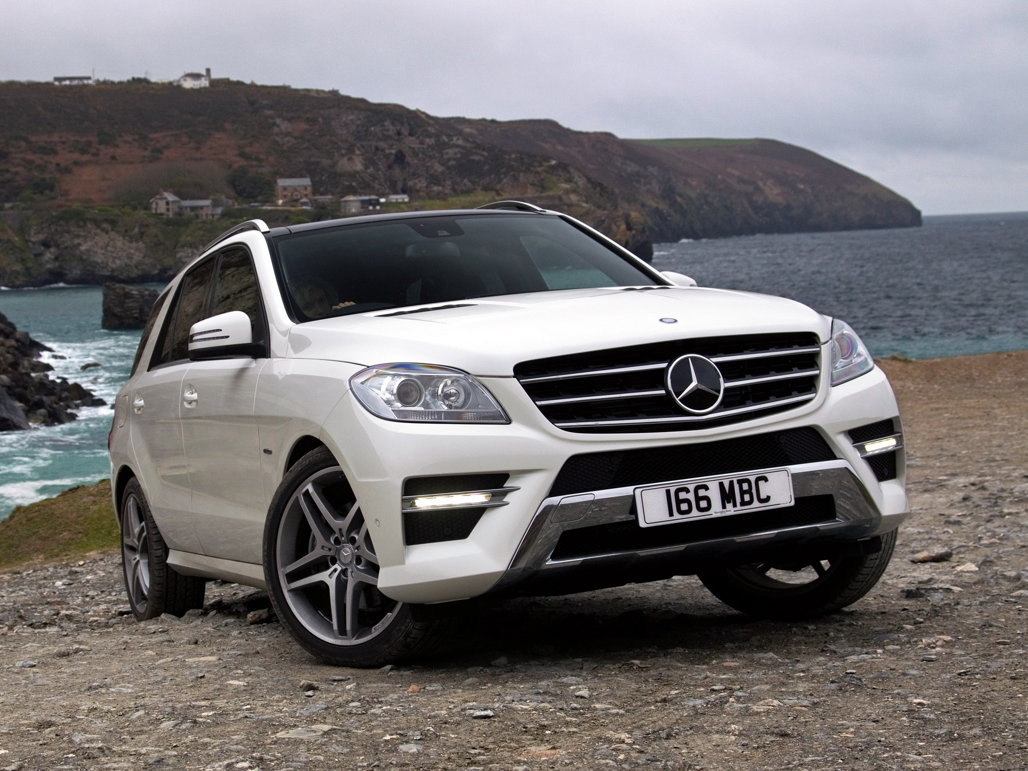 mercedes benz ml klasse w166 specs 2011 2012 2013 2014 2015 autoevolution. Black Bedroom Furniture Sets. Home Design Ideas